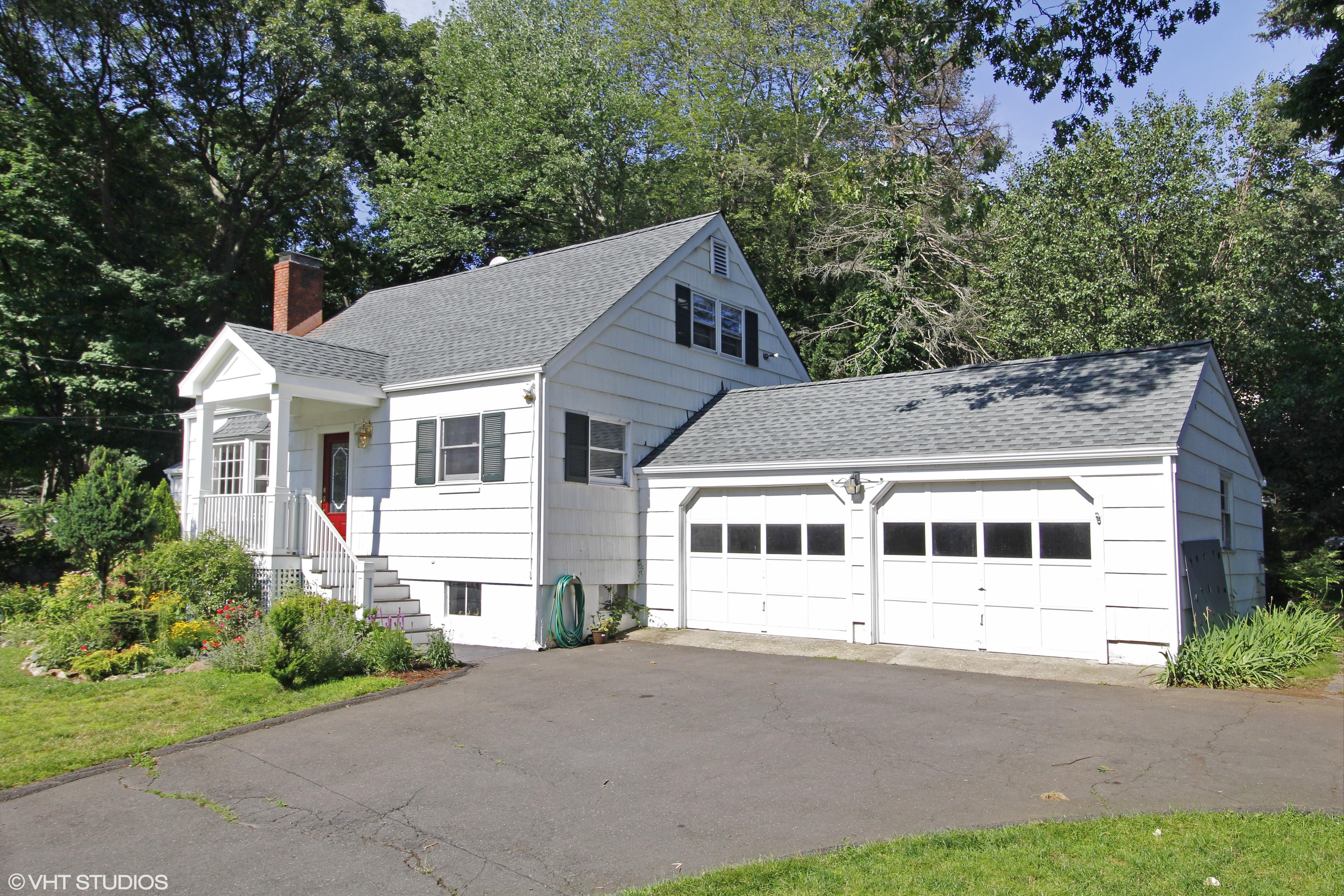 Villa per Vendita alle ore Sunny, Bright, Happy Classic Expanded Cape 326 Rowayton Avenue Rowayton, Norwalk, Connecticut 06853 Stati Uniti