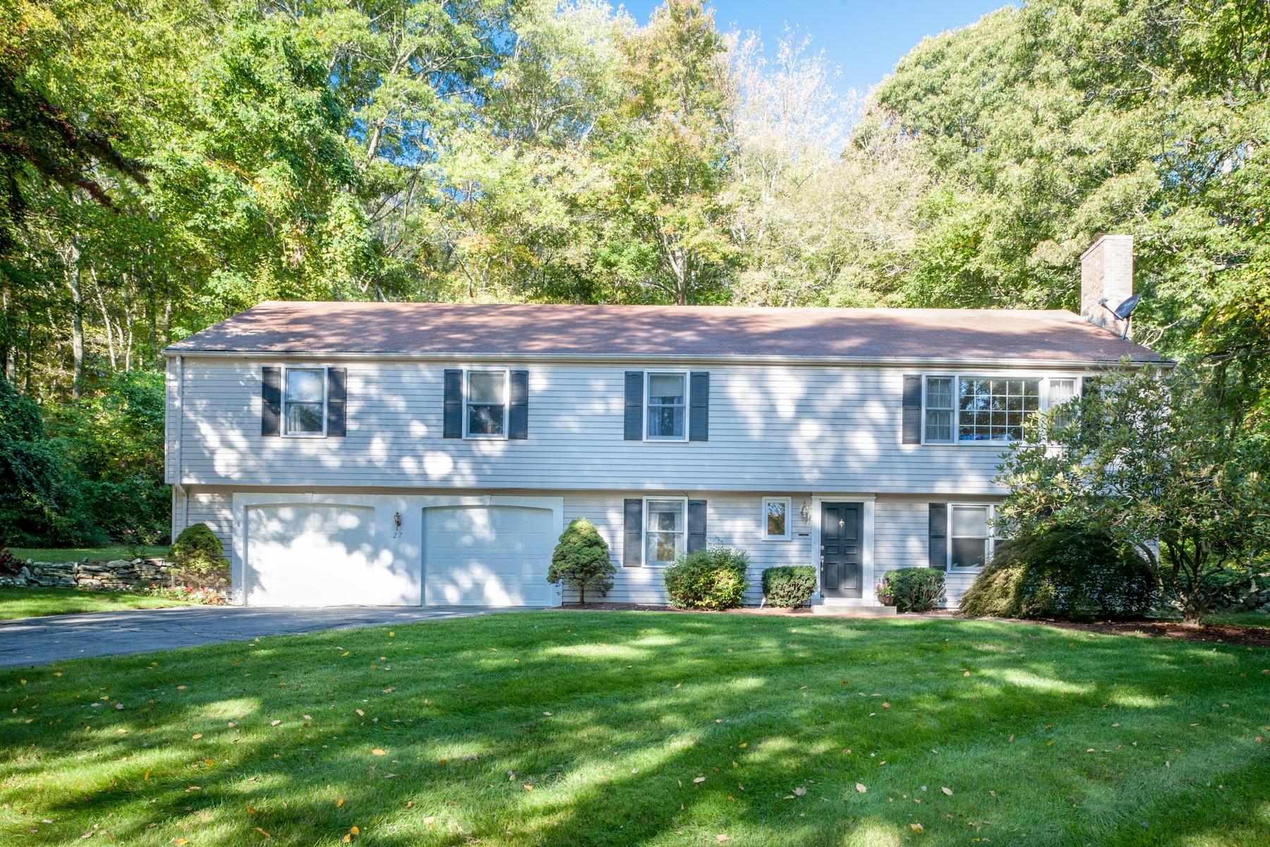 Einfamilienhaus für Verkauf beim Great Location! 27 Coult Lane Old Lyme, Connecticut, 06371 Vereinigte Staaten