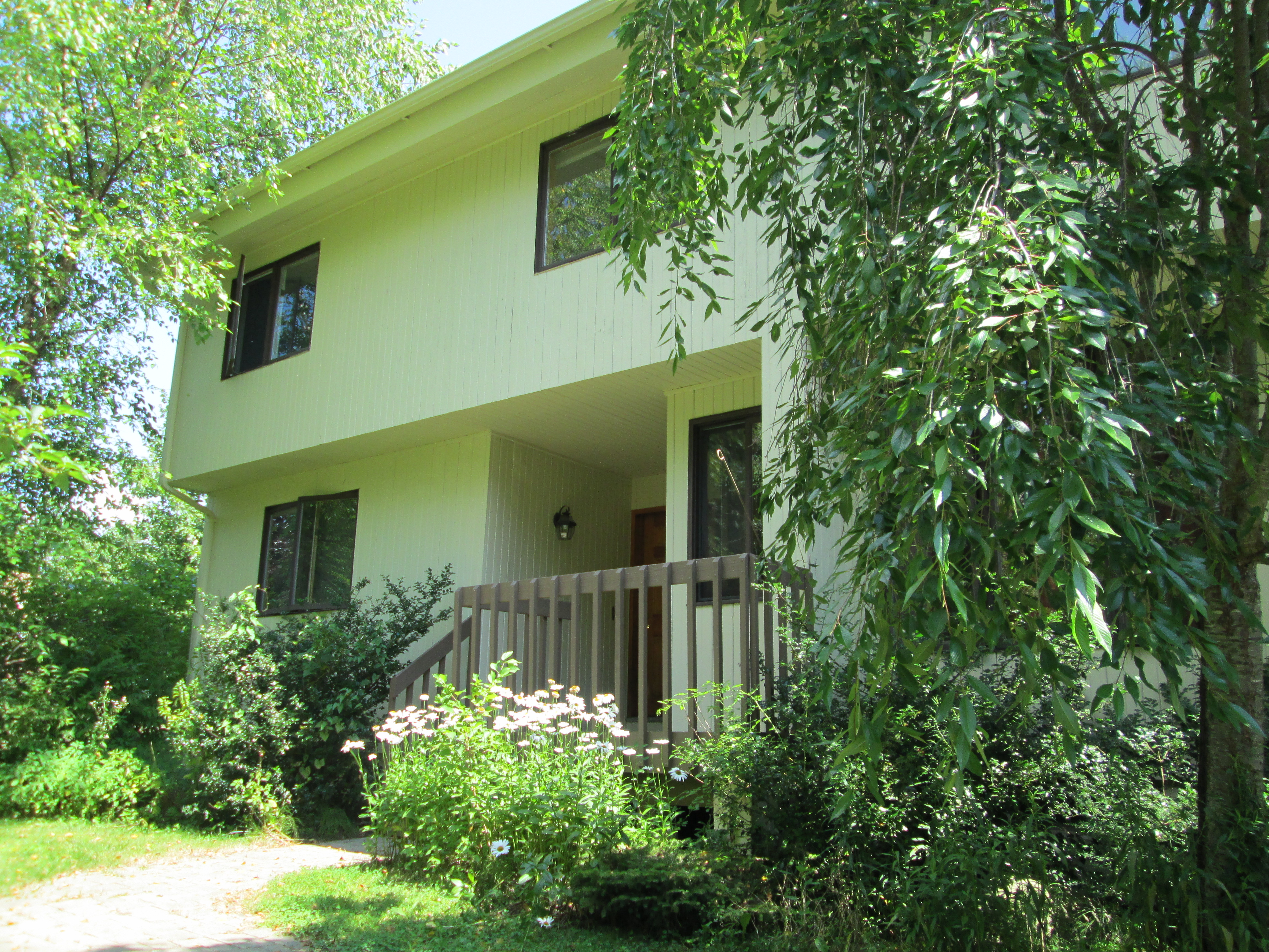 Частный односемейный дом для того Продажа на Enjoy Lake Living 512 East Hyerdale Drive Goshen, Коннектикут 06756 Соединенные Штаты