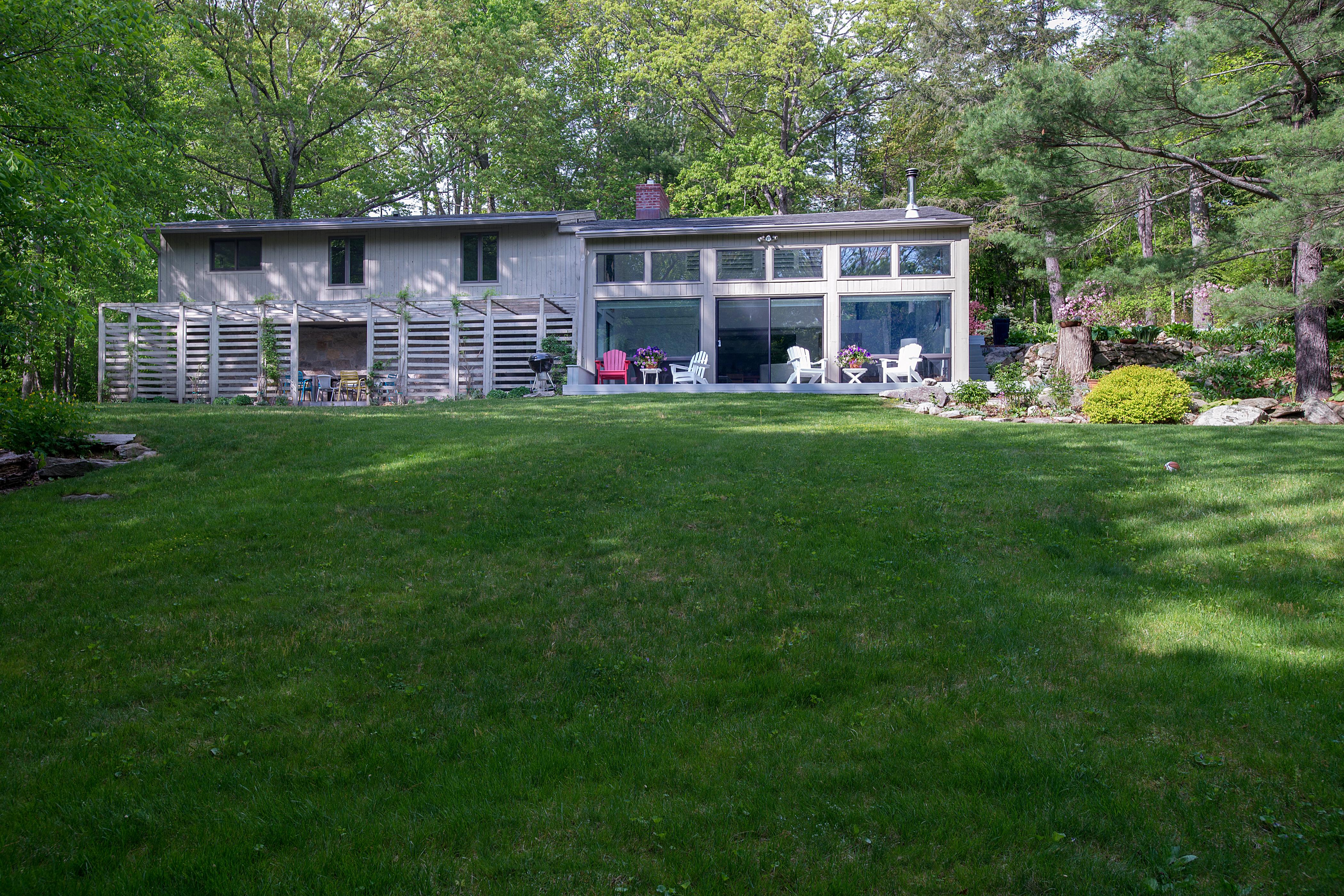 Moradia para Venda às Sophisticated Sanctuary 14 Kinnicutt Road East Road Pound Ridge, Nova York 10576 Estados Unidos