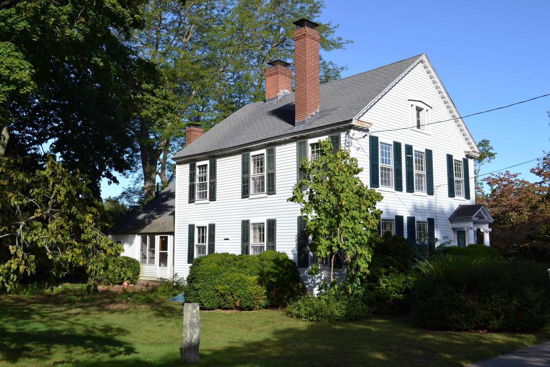 Casa Unifamiliar por un Venta en Historic Colonial 69 Cromwell Place Old Saybrook, Connecticut 06475 Estados Unidos