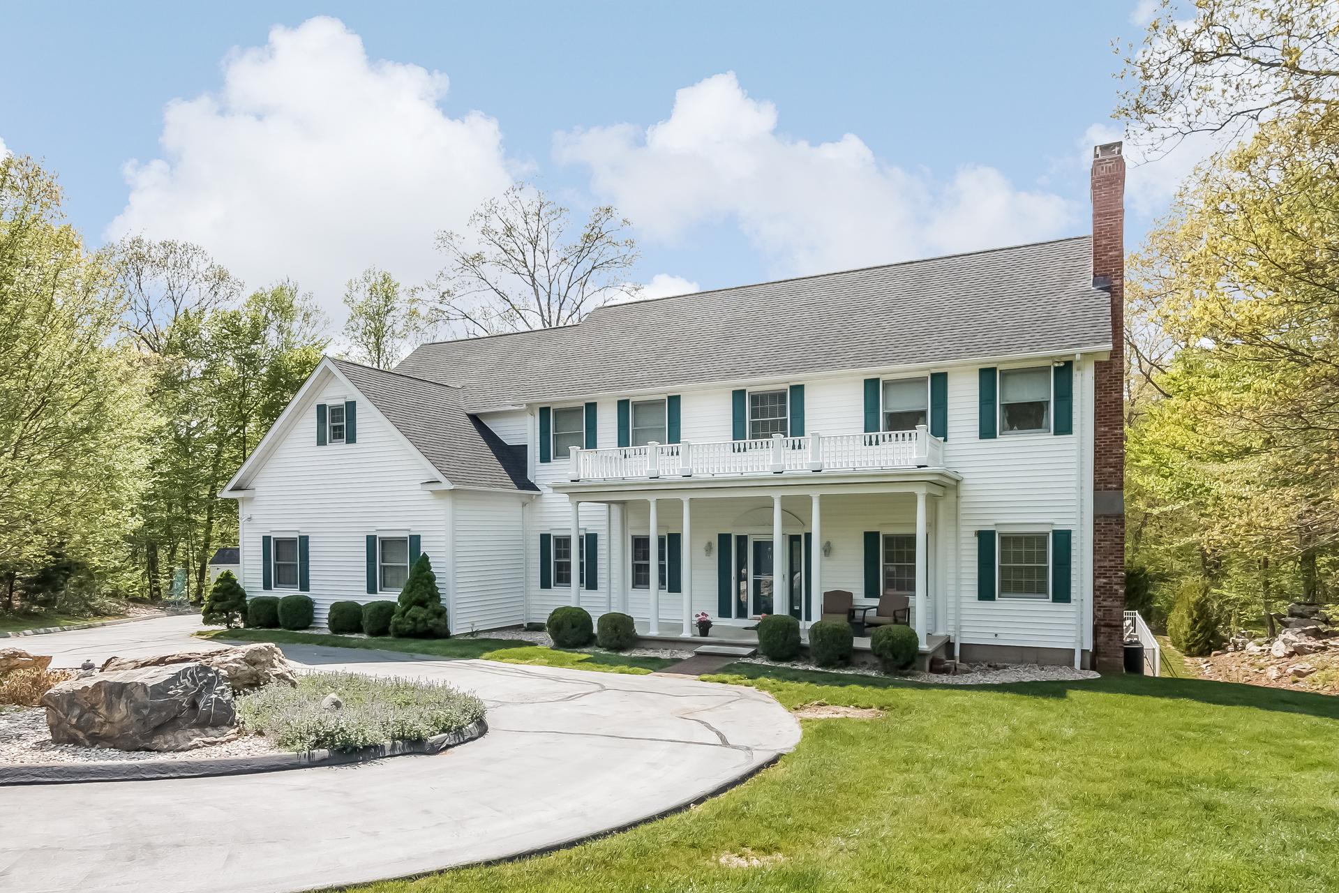 Einfamilienhaus für Verkauf beim 11 Laurel Hollow Rd Guilford, Connecticut, 06437 Vereinigte Staaten