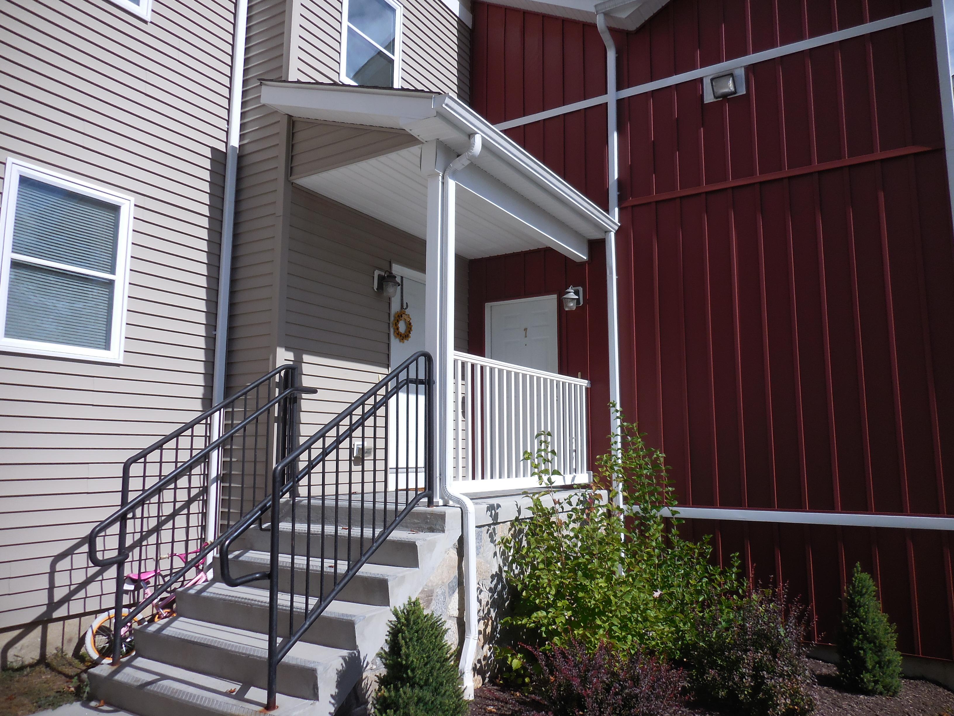 Maison de ville pour l Vente à Comfortable Townhouse 23 Scuppo Road 1-7 Danbury, Connecticut 06811 États-Unis