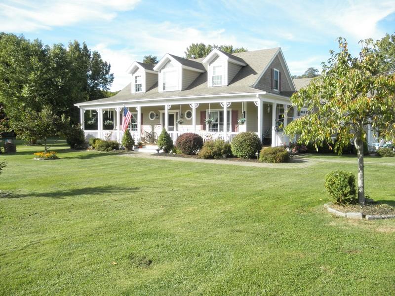 Casa Unifamiliar por un Venta en Fine Quality Cape 9 Botsford Road Kent, Connecticut 06757 Estados Unidos