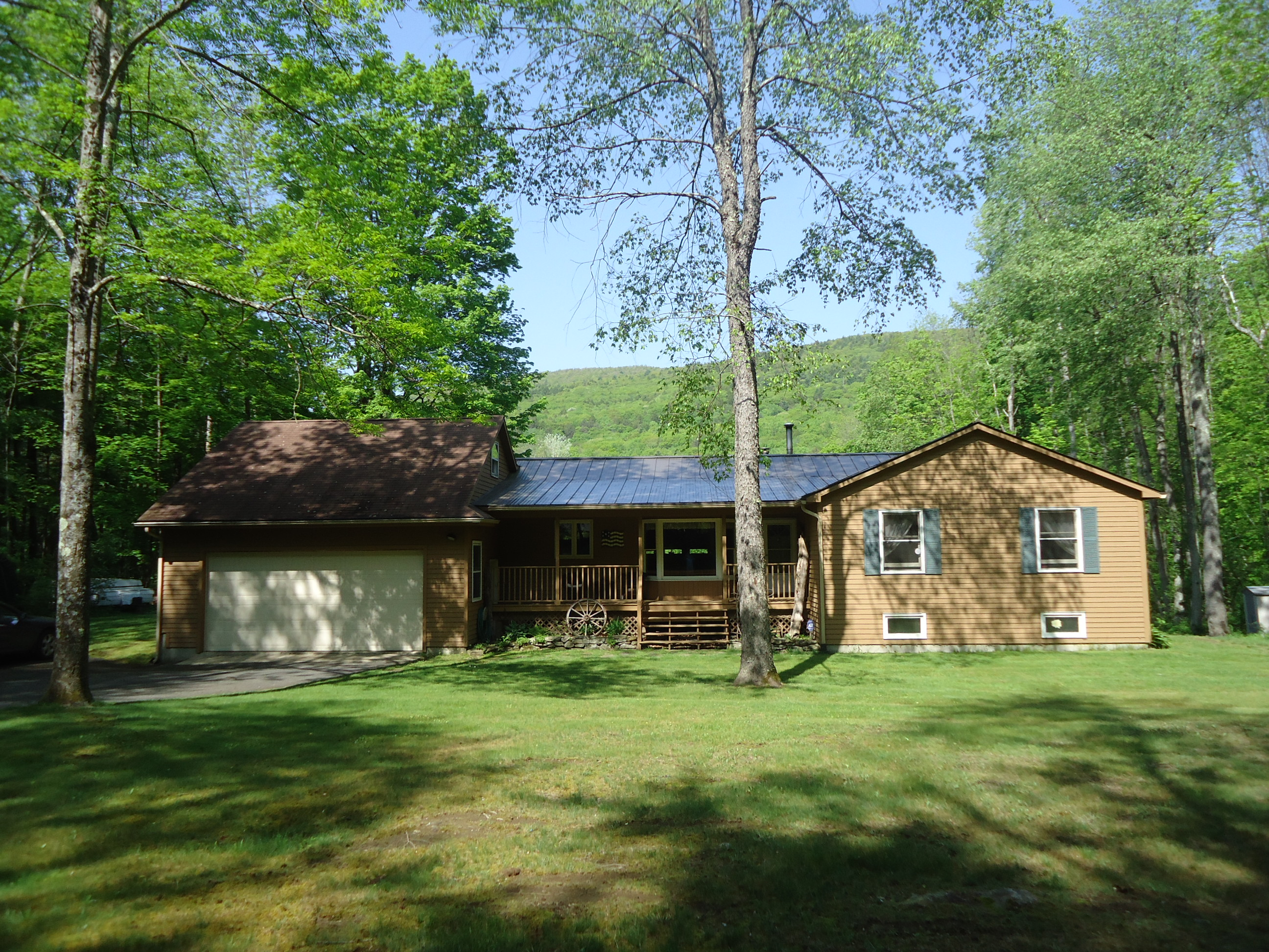 Maison unifamiliale pour l Vente à Single level living on 4.5 acres with views of Tom Ball Mountain 272 Great Barrington Rd West Stockbridge, Massachusetts 01266 États-Unis