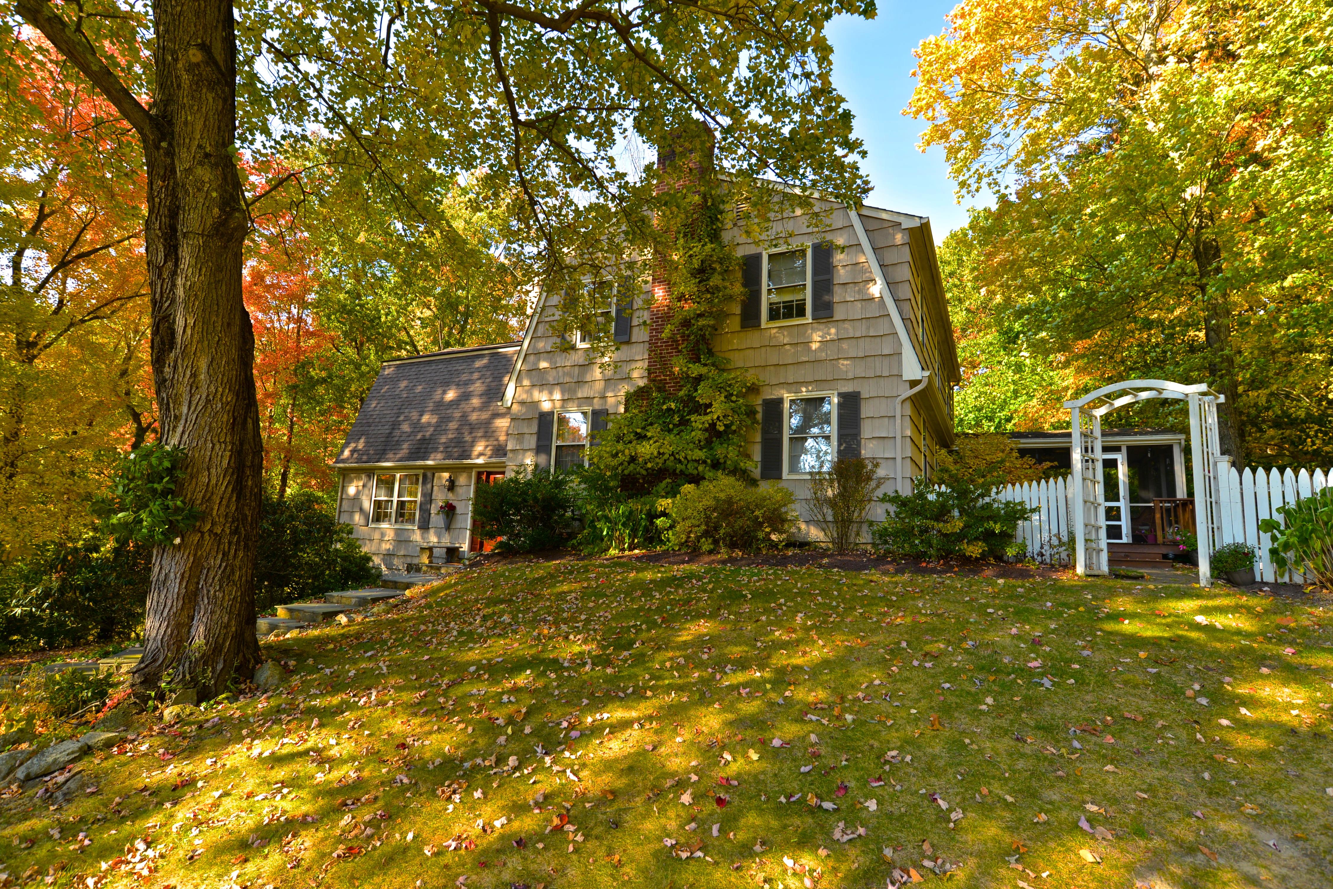 Maison unifamiliale pour l Vente à Character And Charm 5 Beechwood Circle Brookfield, Connecticut 06804 États-Unis