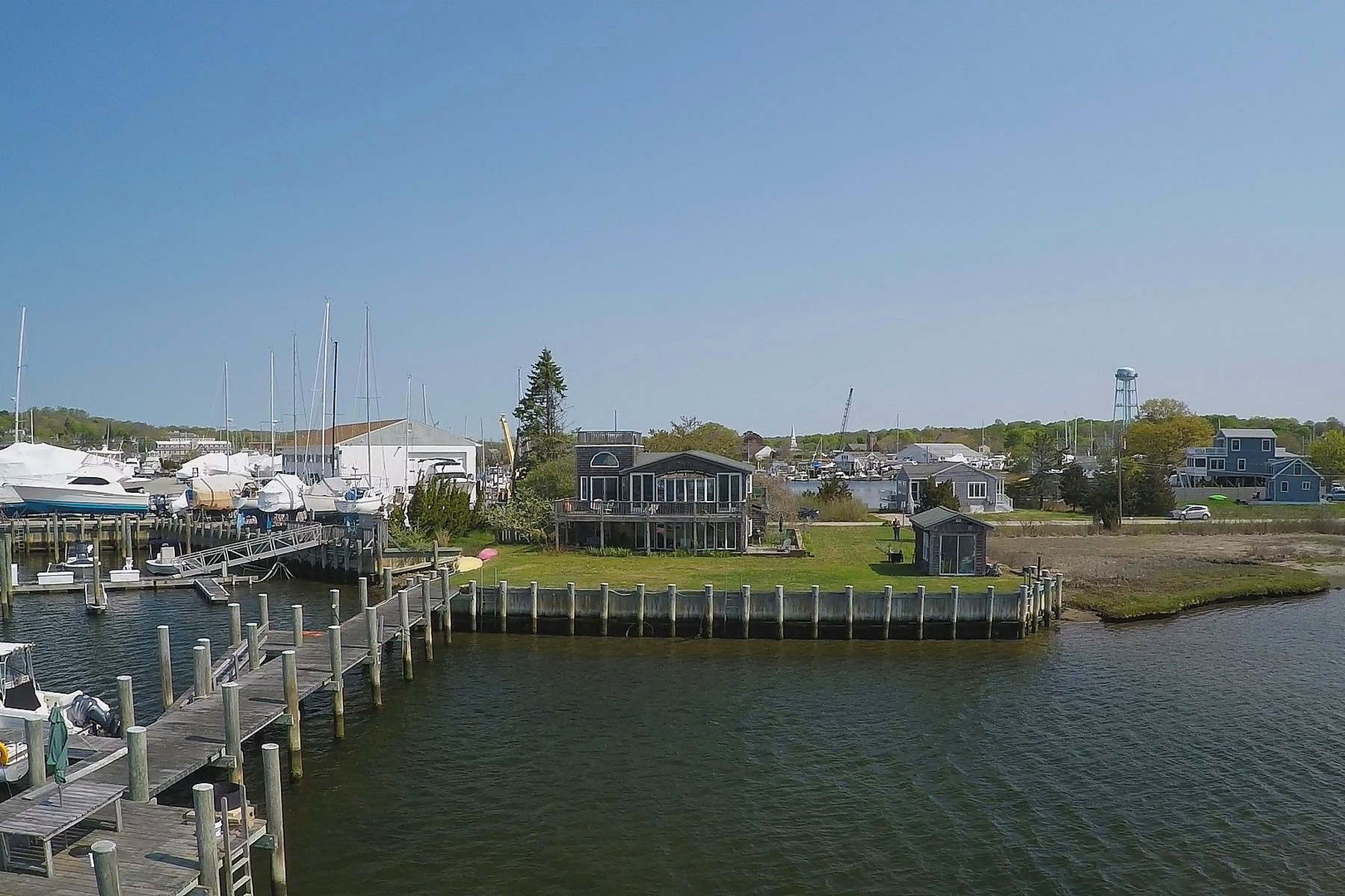 por un Venta en Fabulous Waterfront, Oversized Stationary Deep Water Dock 53 Roseleah Drive Mystic, Connecticut, 06355 Estados Unidos