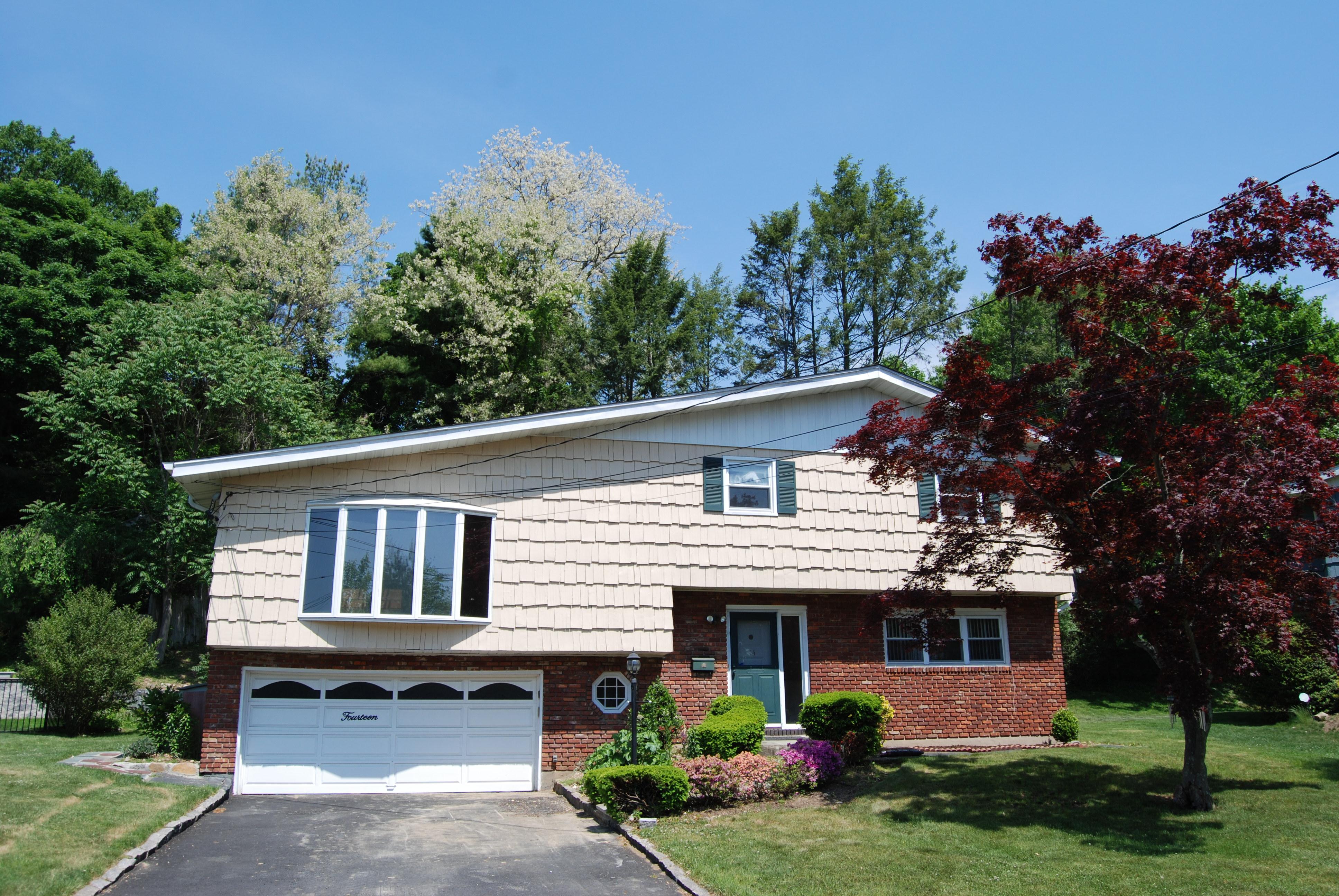 Einfamilienhaus für Verkauf beim Stunning Edgemont home 14 Clarendon Place Scarsdale, New York 10583 Vereinigte Staaten