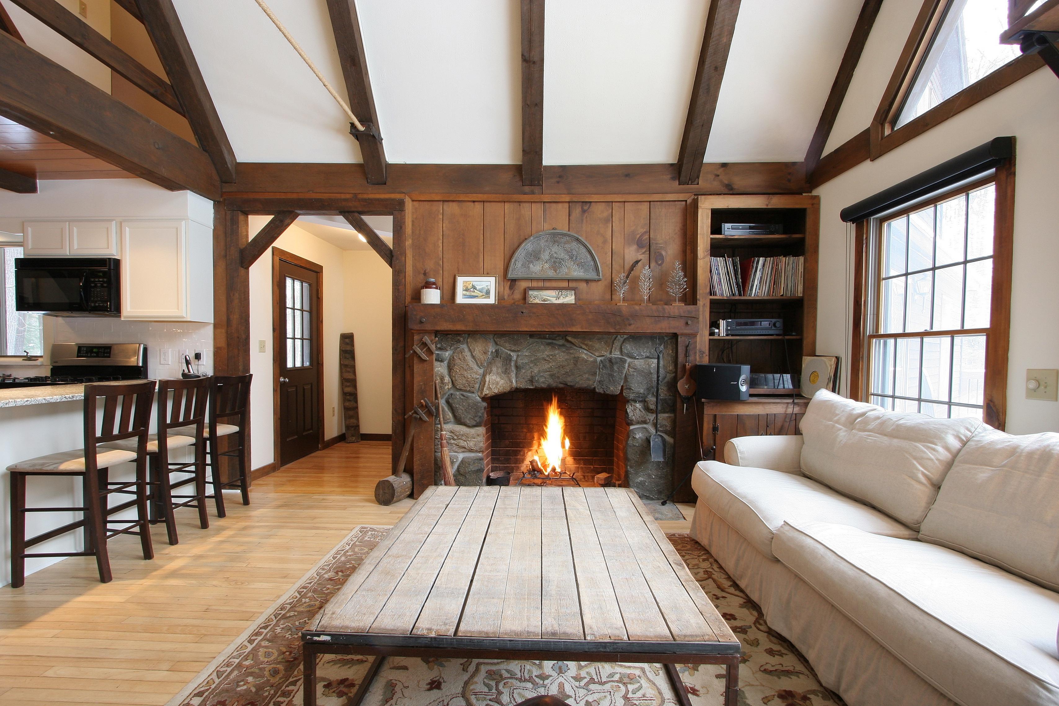 Maison unifamiliale pour l Vente à Your chalet in the woods.... 52 Hitchcock Rd New Marlborough, Massachusetts, 01230 États-Unis