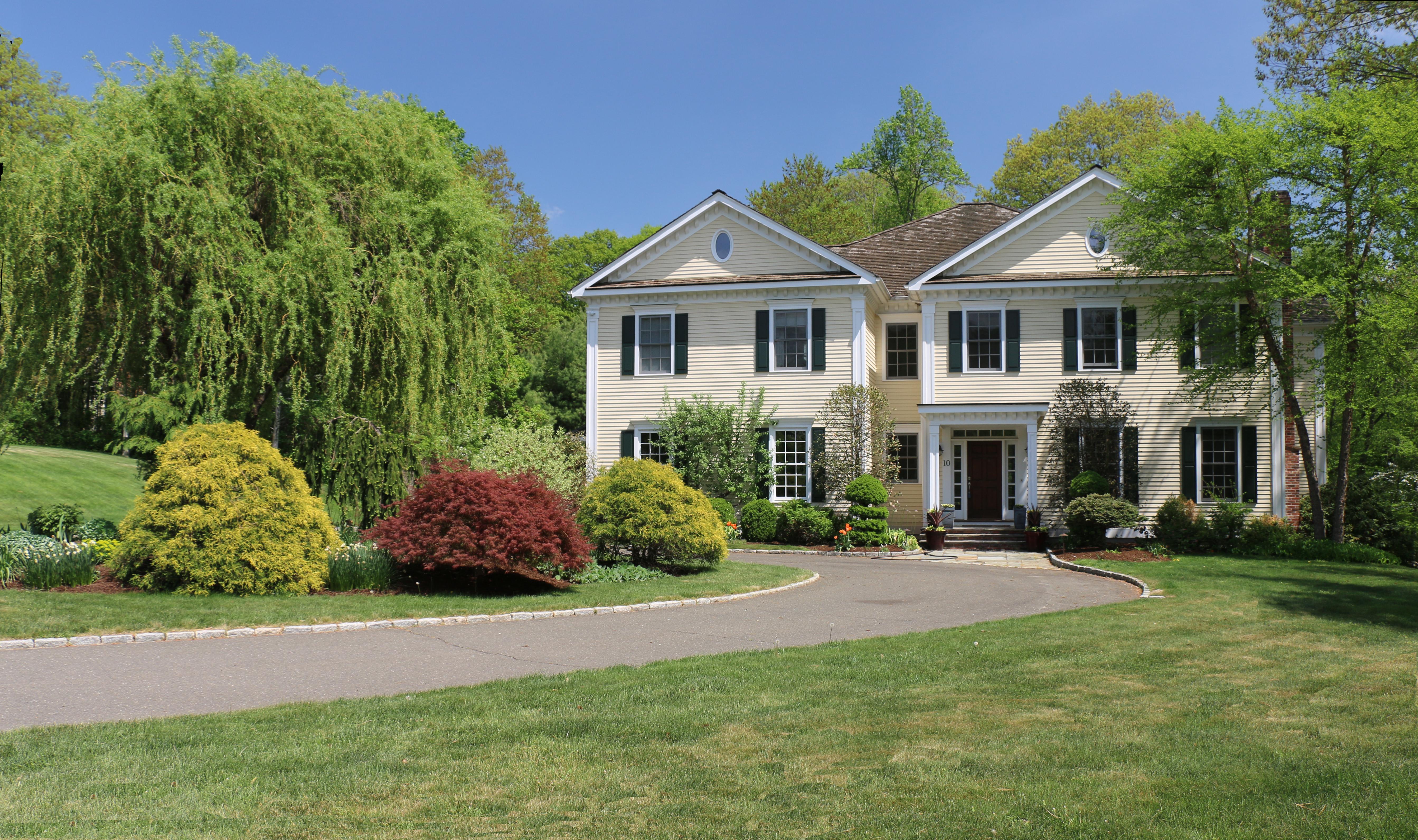Villa per Vendita alle ore Unique, Dramatic, Elegant and Eclectic Home 10 Brandon Circle Wilton, Connecticut 06897 Stati Uniti
