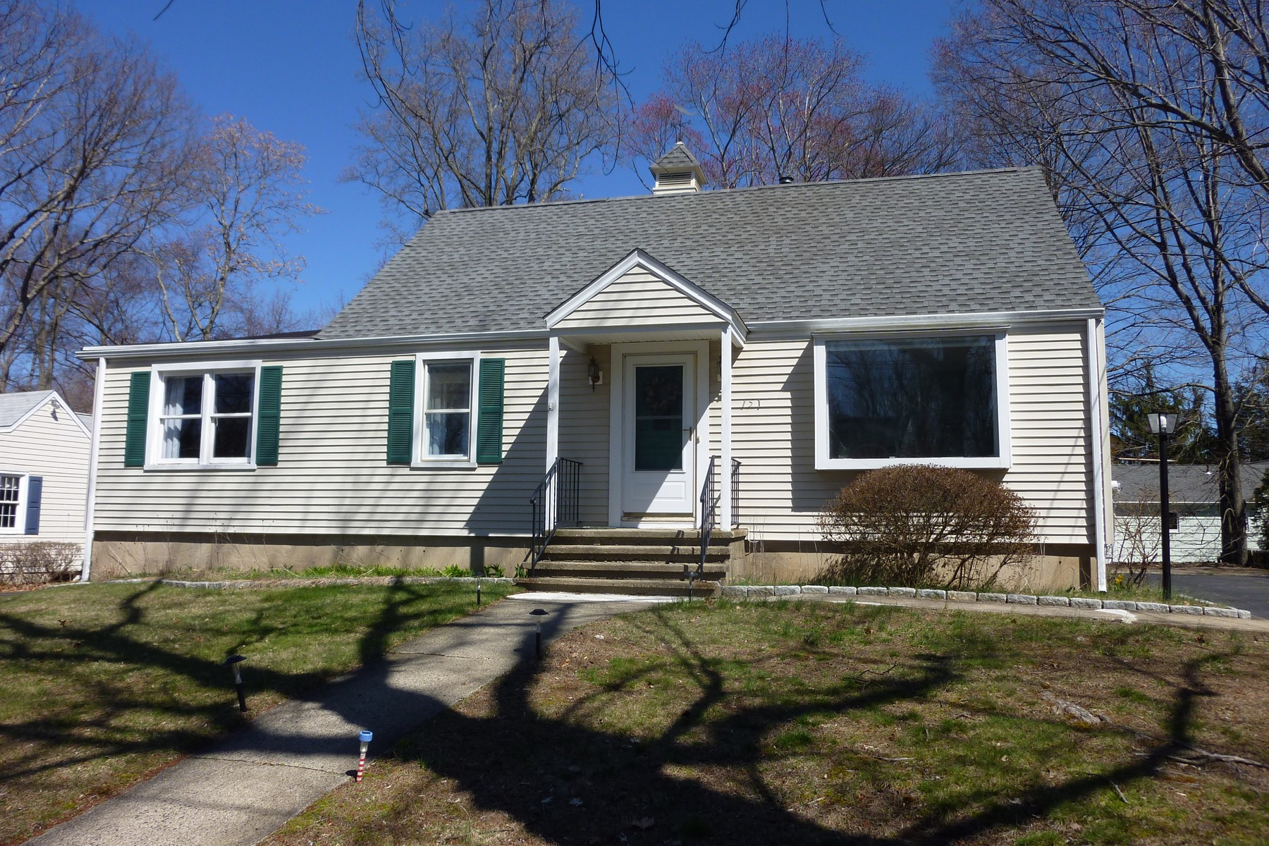 Single Family Home for Sale at VALLEY VIEW 151 Valleyview Road Fairfield, Connecticut, 06824 United States