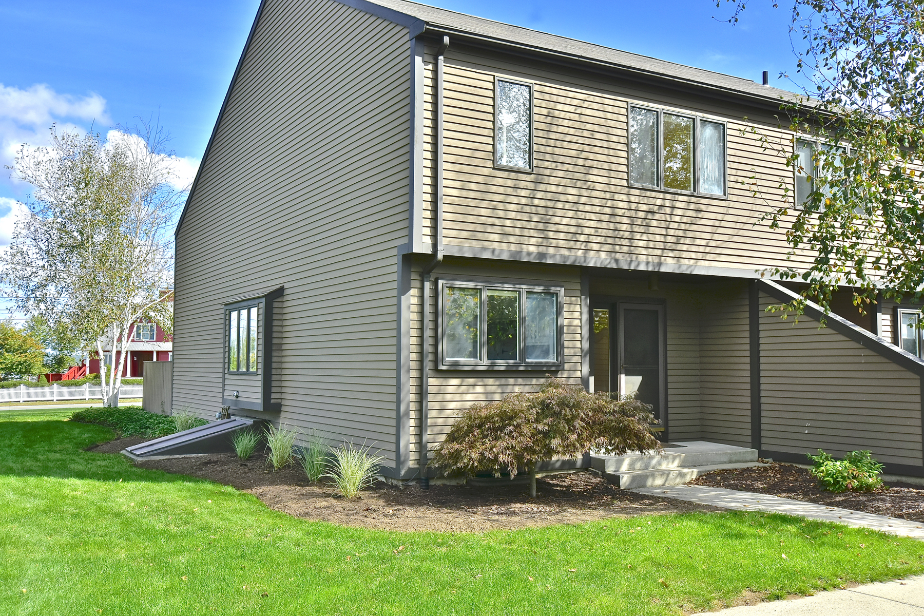 Condominio por un Venta en Desirable Three Story Townhouse 100 Sheffield St D1 Old Saybrook, Connecticut, 06475 Estados Unidos