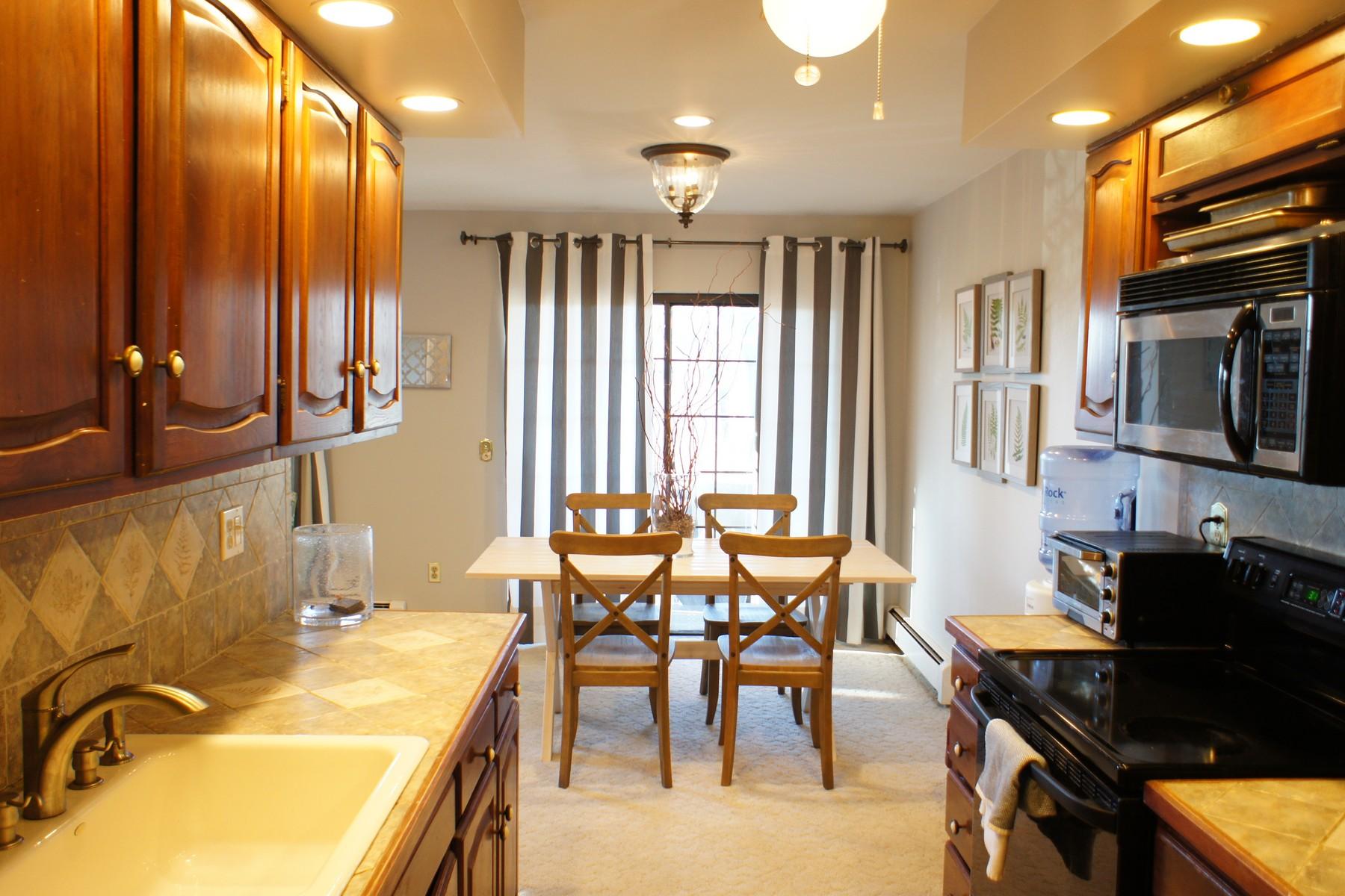 rentals property at Spacious Two Bedroom Top Floor Unit in Rolling Ridge