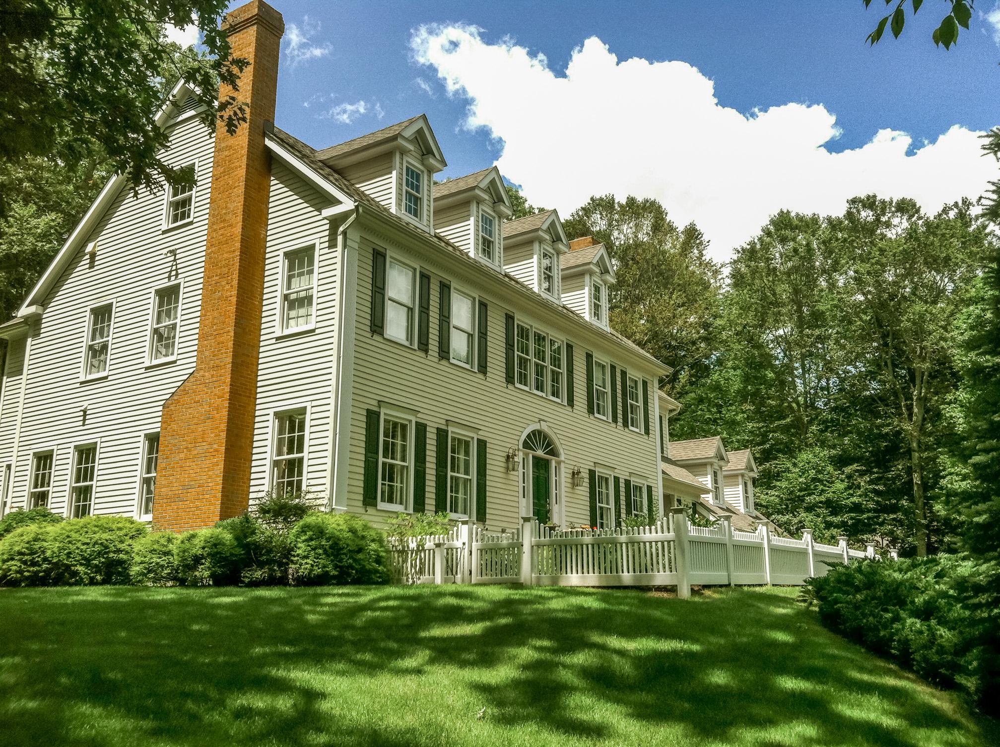 Maison unifamiliale pour l Vente à Enjoy Every Indulgence! 152 Cheesespring Road Wilton, Connecticut, 06897 États-Unis