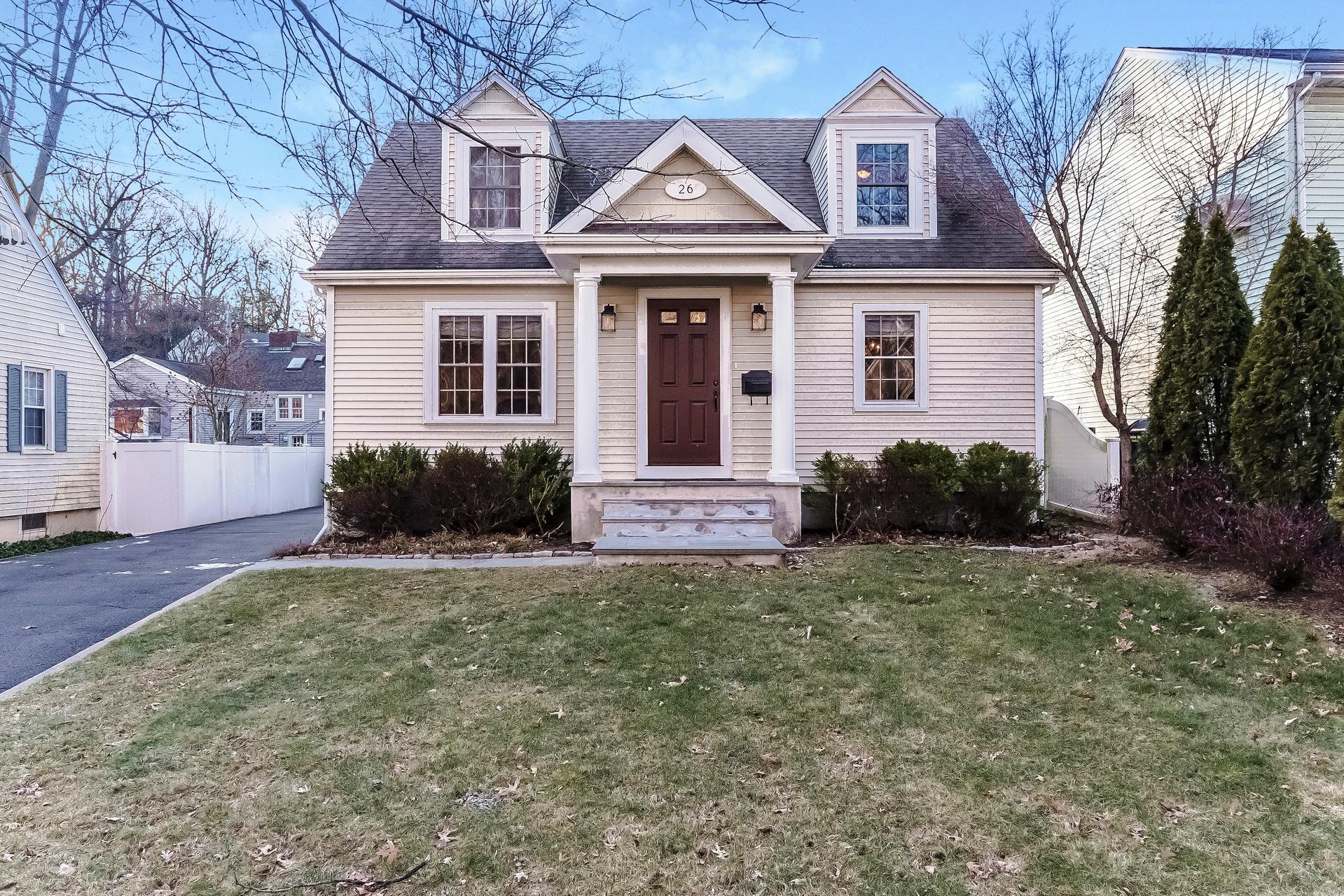 단독 가정 주택 용 매매 에 Sparkling Charmer 26 Frances Avenue Norwalk, 코네티컷 06854 미국