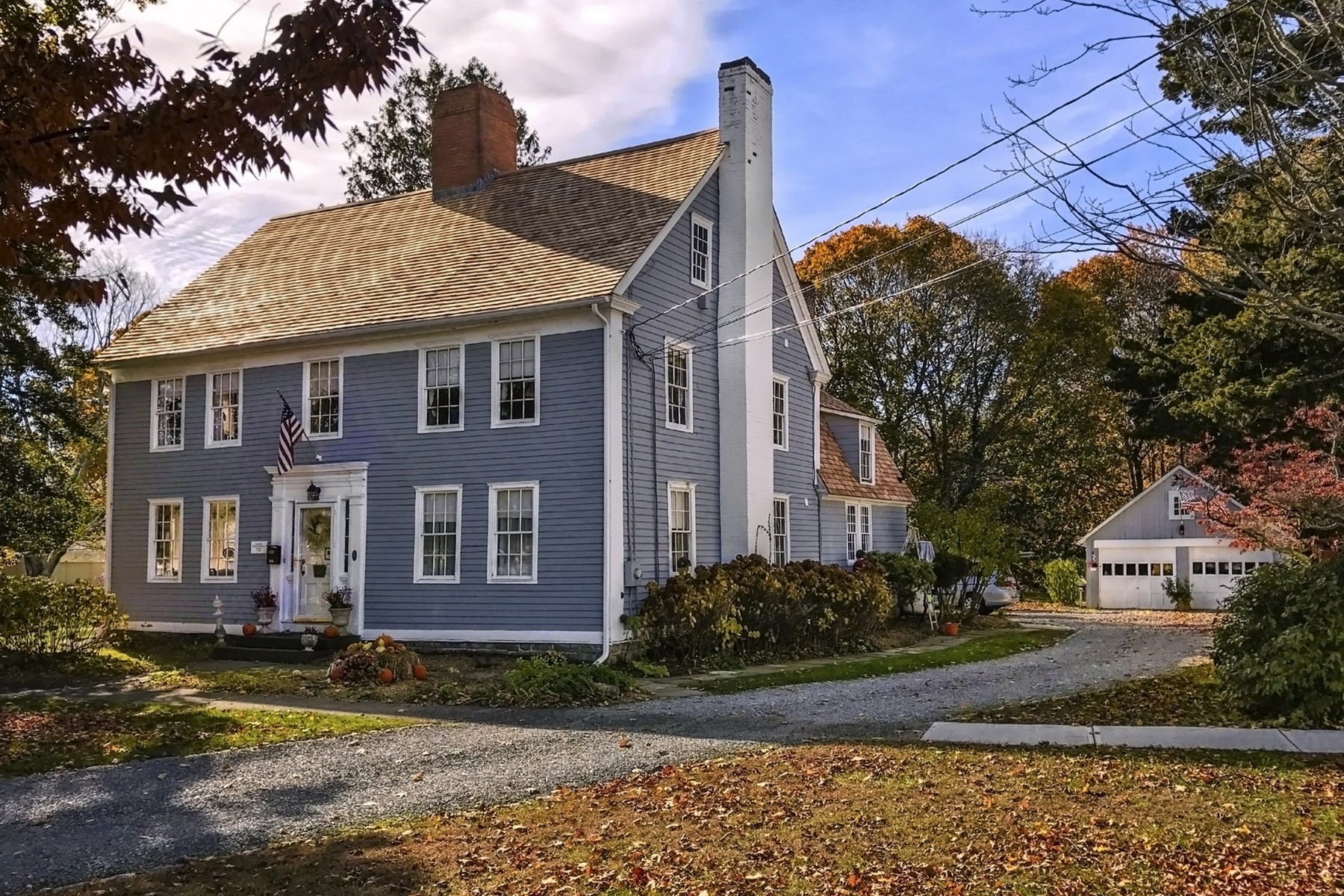 Casa Unifamiliar por un Venta en The Deacon Timothy Pratt Inn c.1746 325 Main St Old Saybrook, Connecticut, 06475 Estados Unidos