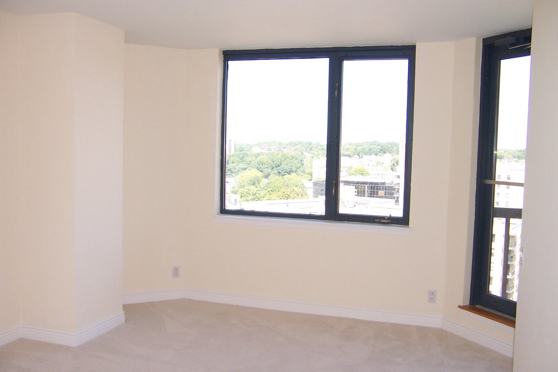 Additional photo for property listing at The Classic 25 Forest Street 16B Stamford, Connecticut 06901 United States