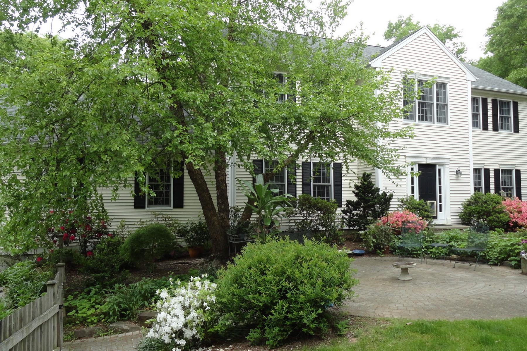 Vivienda unifamiliar por un Venta en Charming Colonial 45 Devonshire Madison, Connecticut 06443 Estados Unidos
