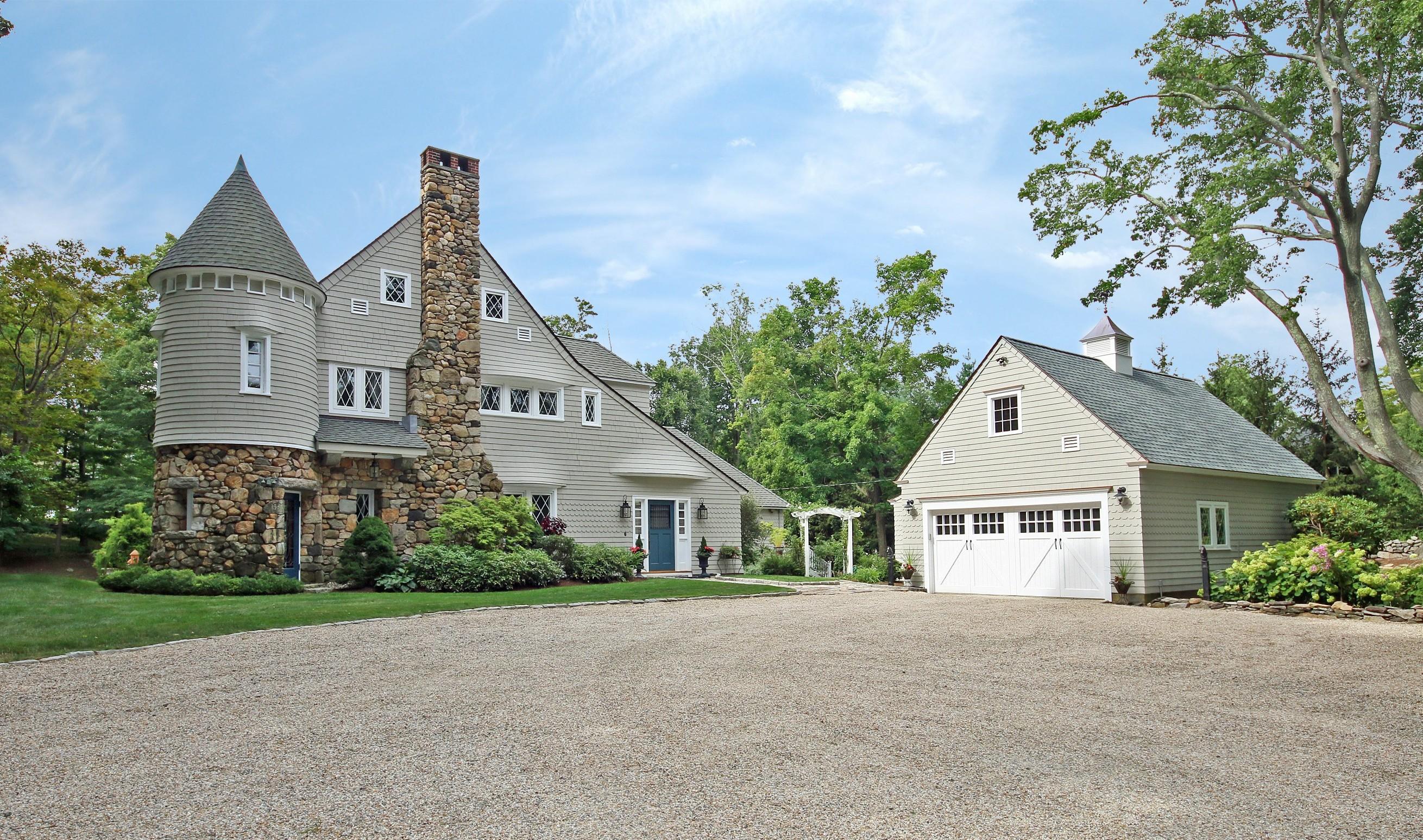 Nhà ở một gia đình vì Bán tại Restored Carriage House 80 Branchville Road Ridgefield, Connecticut, 06877 Hoa Kỳ