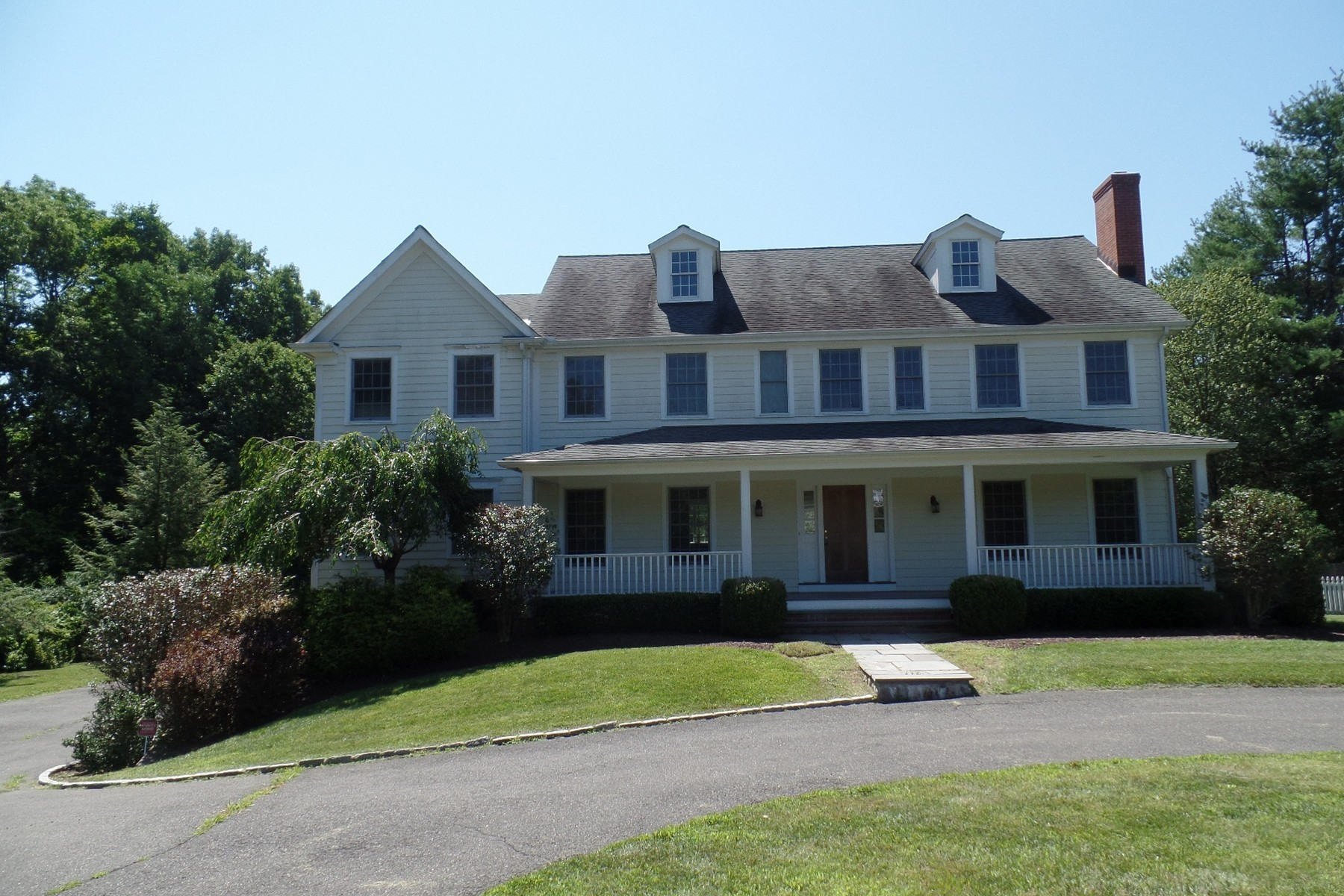 Vivienda unifamiliar por un Venta en Wonderful Eight Year Old Farmhouse with Amazing Details 31 Overlook Drive Ridgefield, Connecticut 06877 Estados Unidos