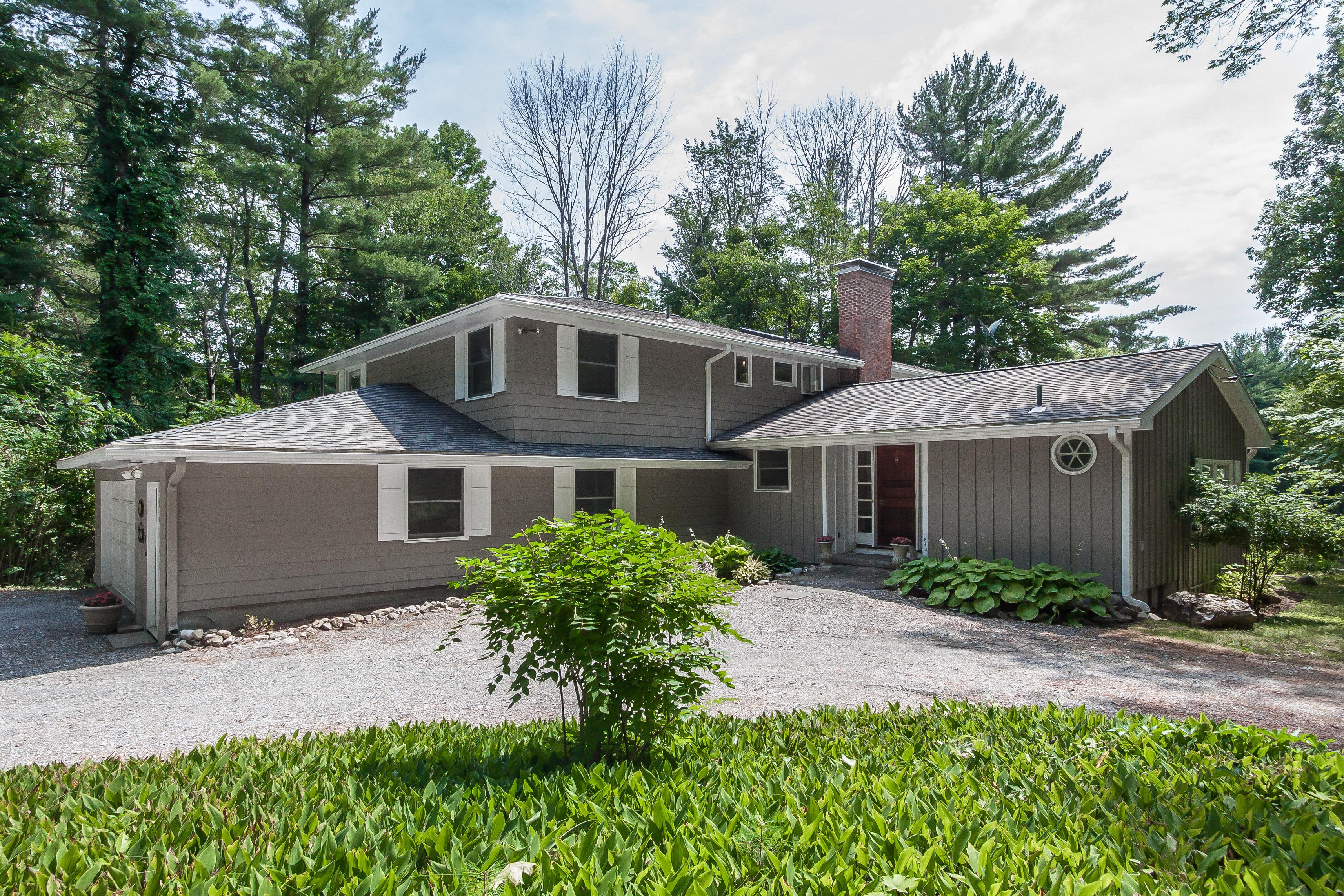 Tek Ailelik Ev için Satış at Elegant Lenox Home 680 East St Lenox, Massachusetts, 01240 Amerika Birleşik Devletleri