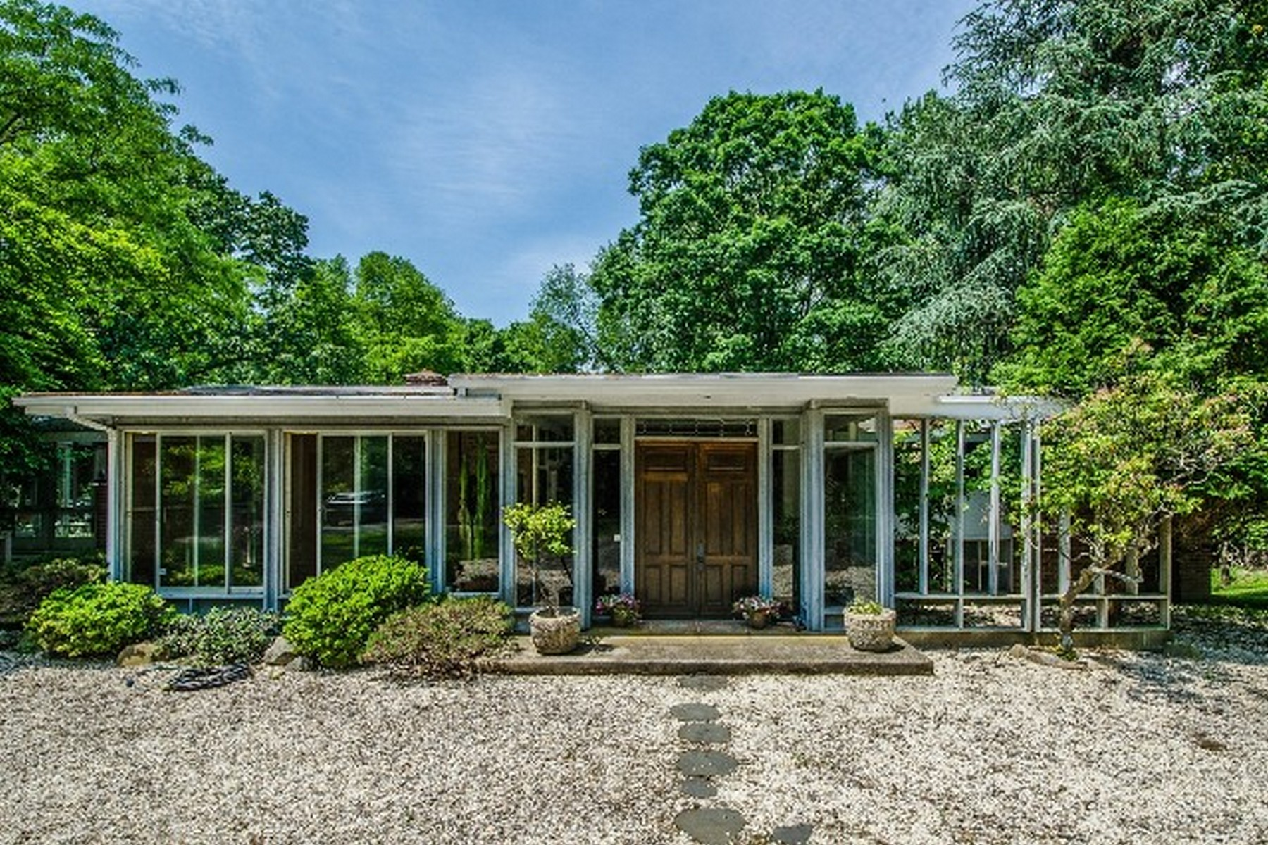 独户住宅 为 销售 在 Mid-Century Modern 21 Hilltop Road 诺瓦克, 康涅狄格州, 06854 美国