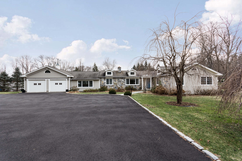 獨棟家庭住宅 為 出售 在 Updated & Move In Ready 120 Bayberry Hill Road Ridgefield, 康涅狄格州, 06877 美國