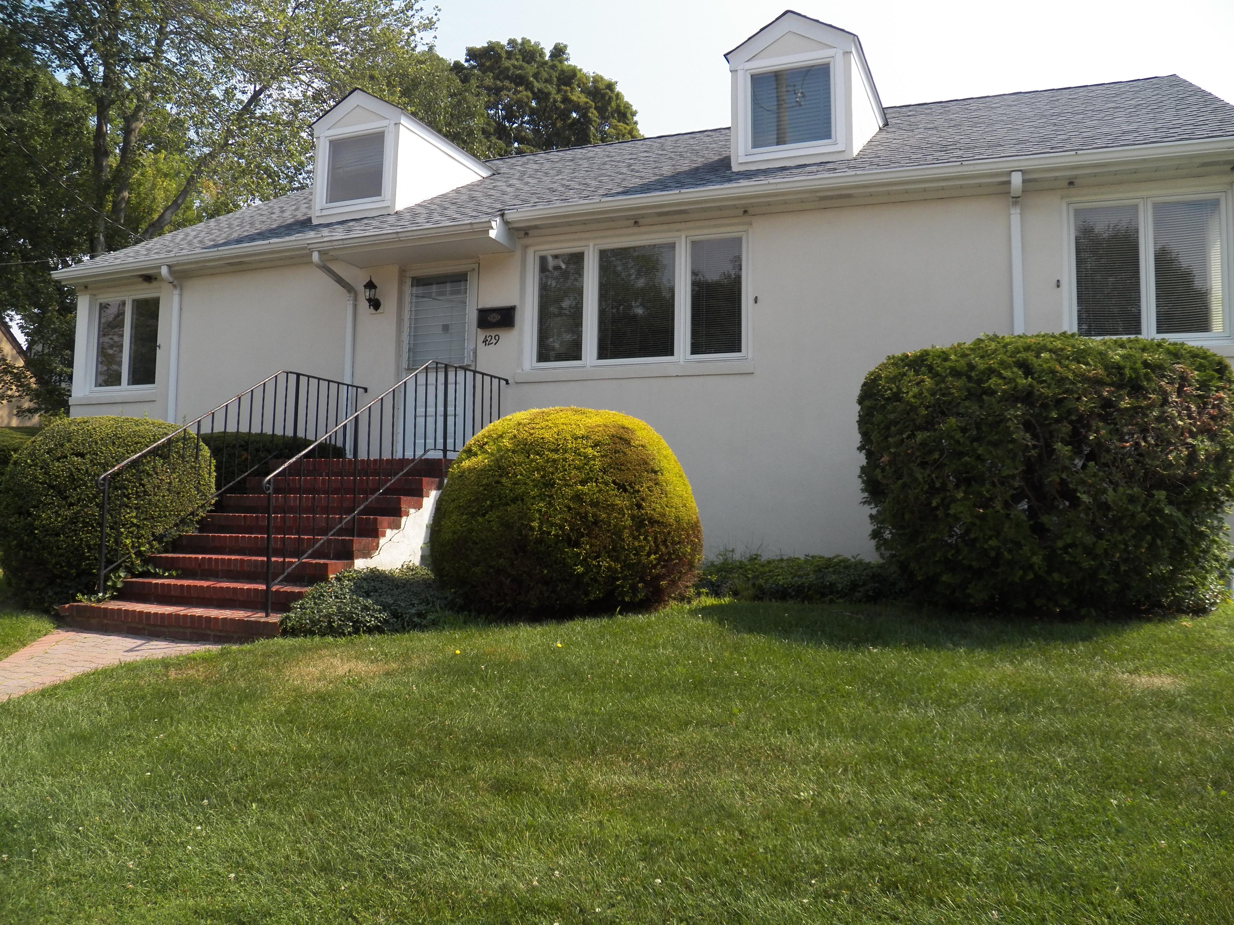 一戸建て のために 売買 アット Lovely Port Chester Home 429 Glen Avenue Port Chester, ニューヨーク 10573 アメリカ合衆国