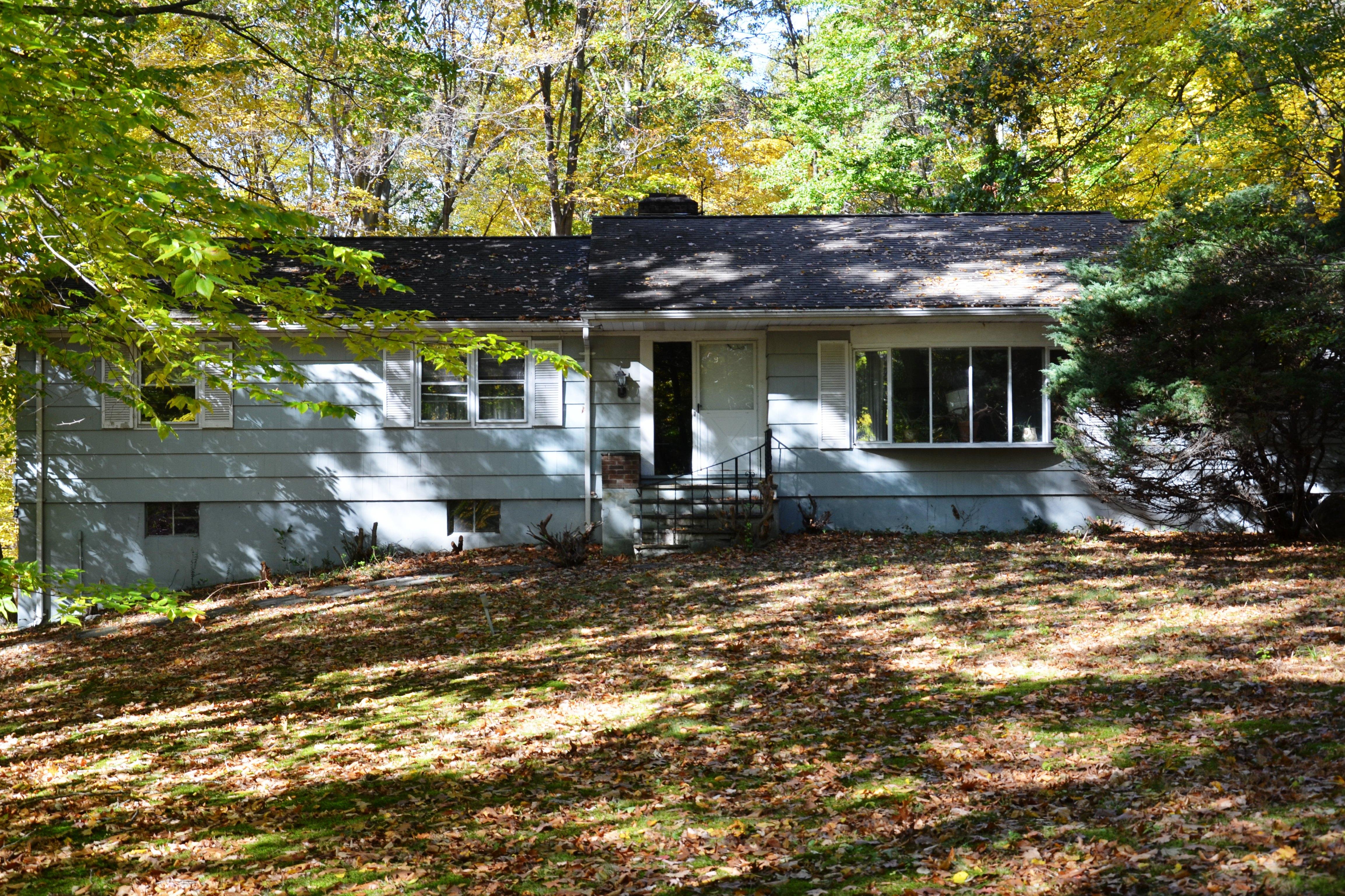 独户住宅 为 销售 在 Conveniently Located, Easy Commute 179-d East Rocks Road 诺瓦克, 康涅狄格州, 06851 美国