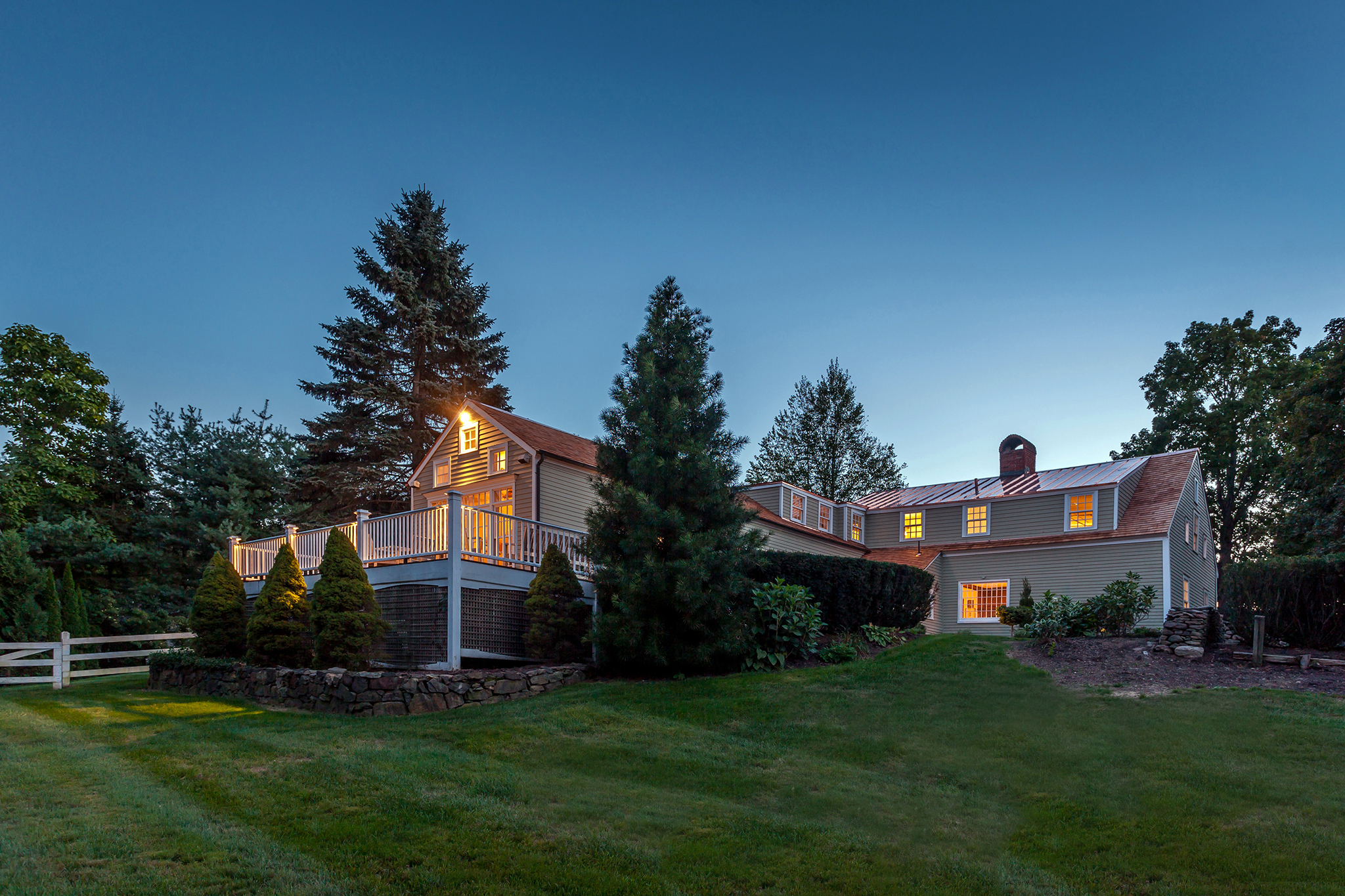 Single Family Home for Sale at Iconic Woodbury Antique 96 Railtree Hill Rd Woodbury, Connecticut 06798 United States