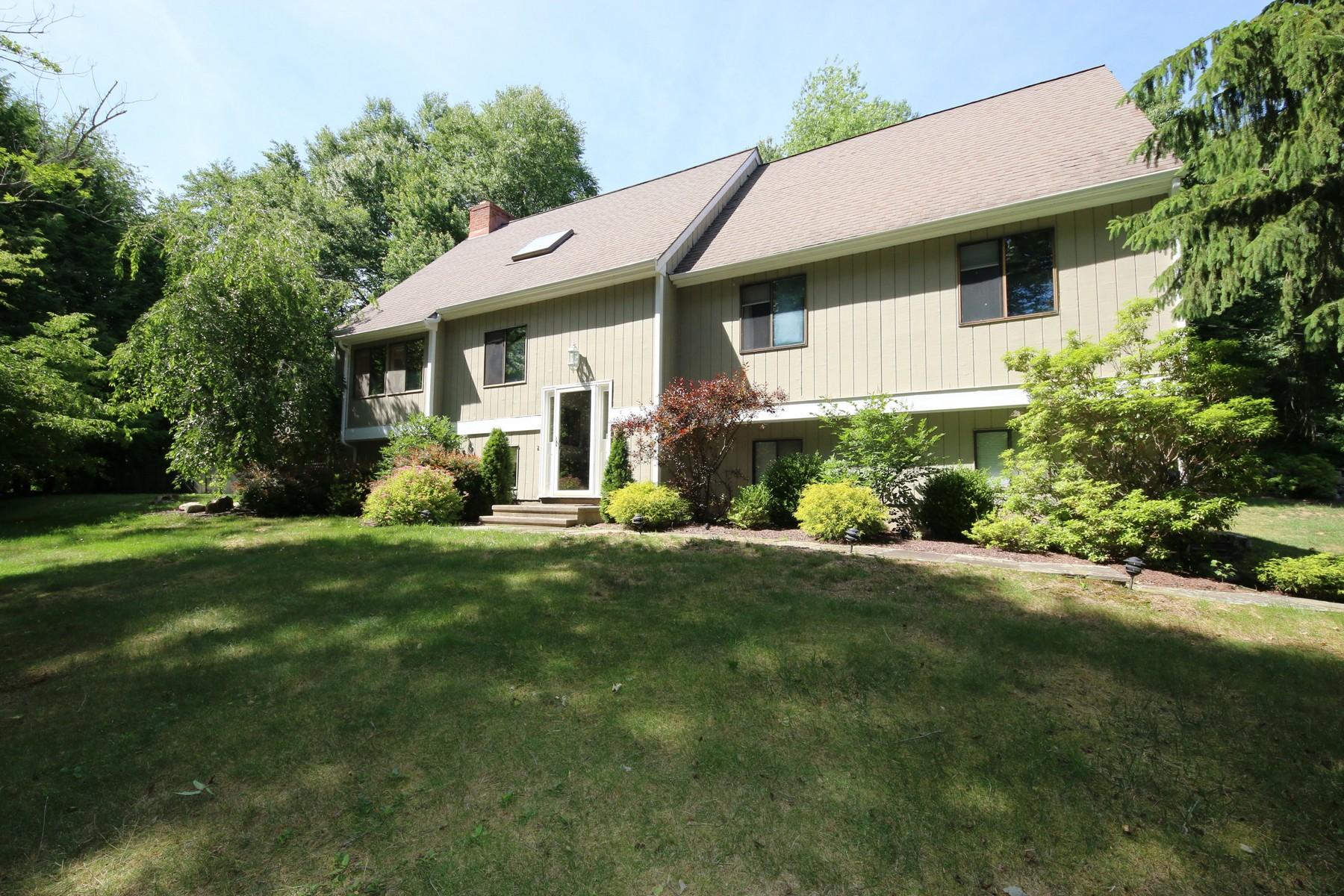 Einfamilienhaus für Verkauf beim Contemporary in Sought-After Neighborhood 66 Keeler Drive Ridgefield, Connecticut, 06877 Vereinigte Staaten