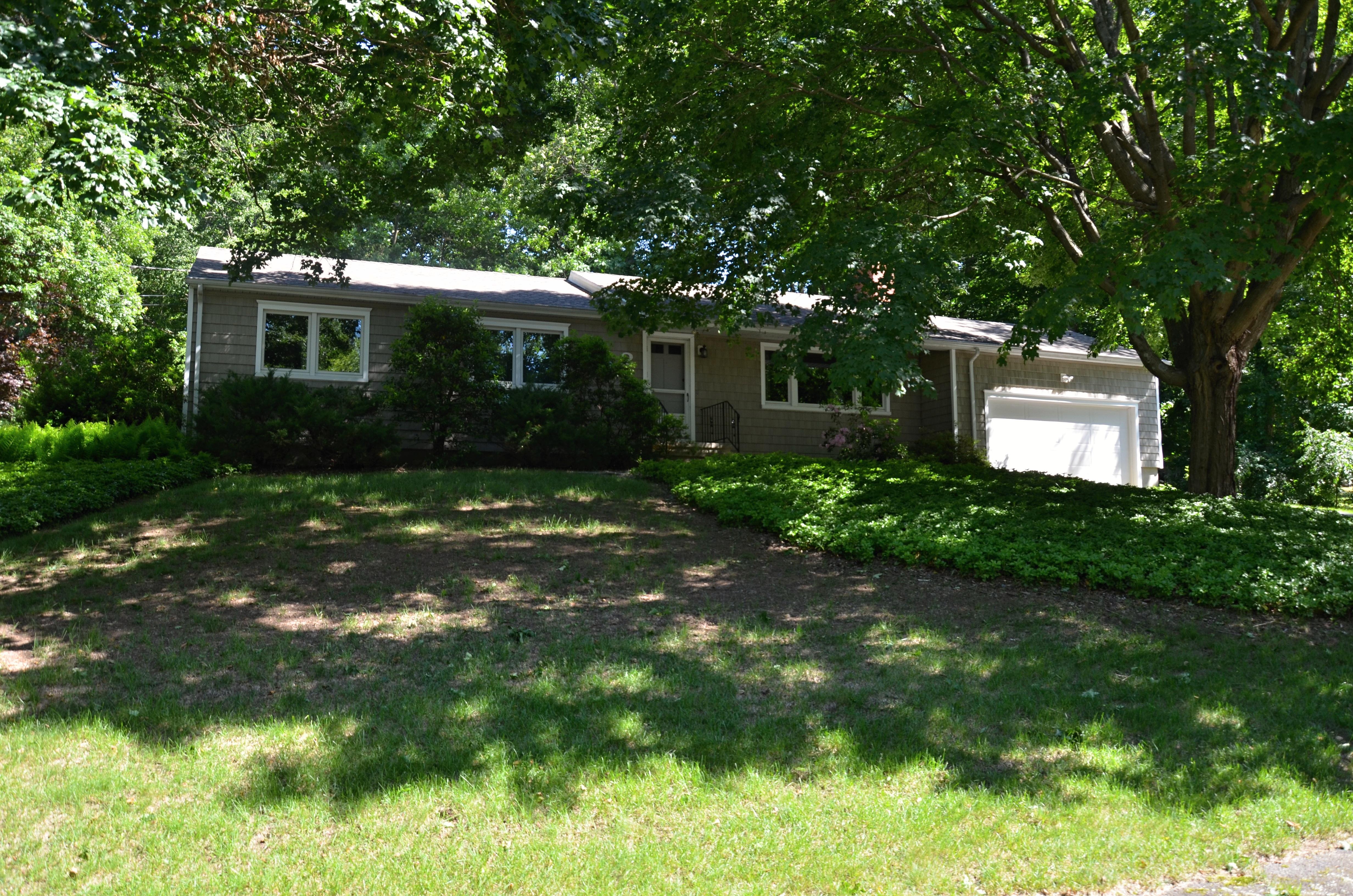 Maison unifamiliale pour l Vente à Wonderful Ranch On Very Private Cul de Sac 2 Woodchuck Court West Norwalk, Connecticut, 06854 États-Unis