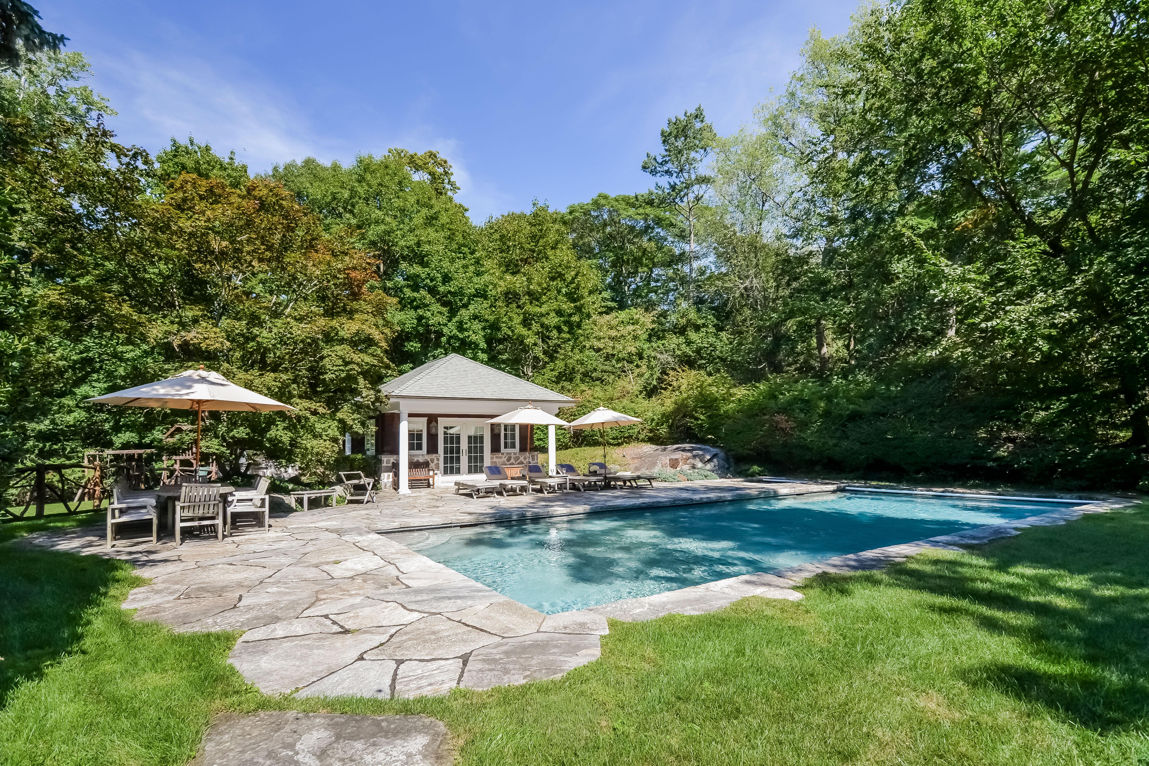 Einfamilienhaus für Verkauf beim 22 Lawrence Lane Harrison, New York 10528 Vereinigte Staaten