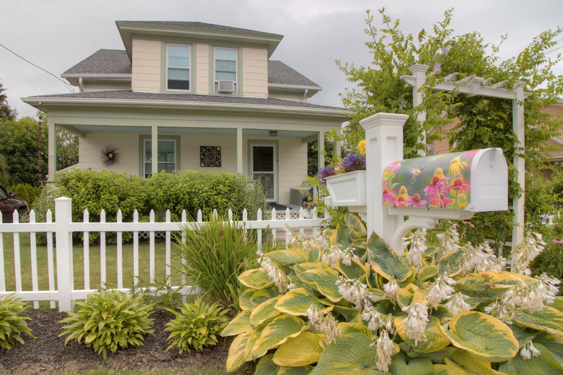 Einfamilienhaus für Verkauf beim Sweet Three Bedroom Home 9 Snowden Street Waterford, Connecticut, 06385 Vereinigte Staaten