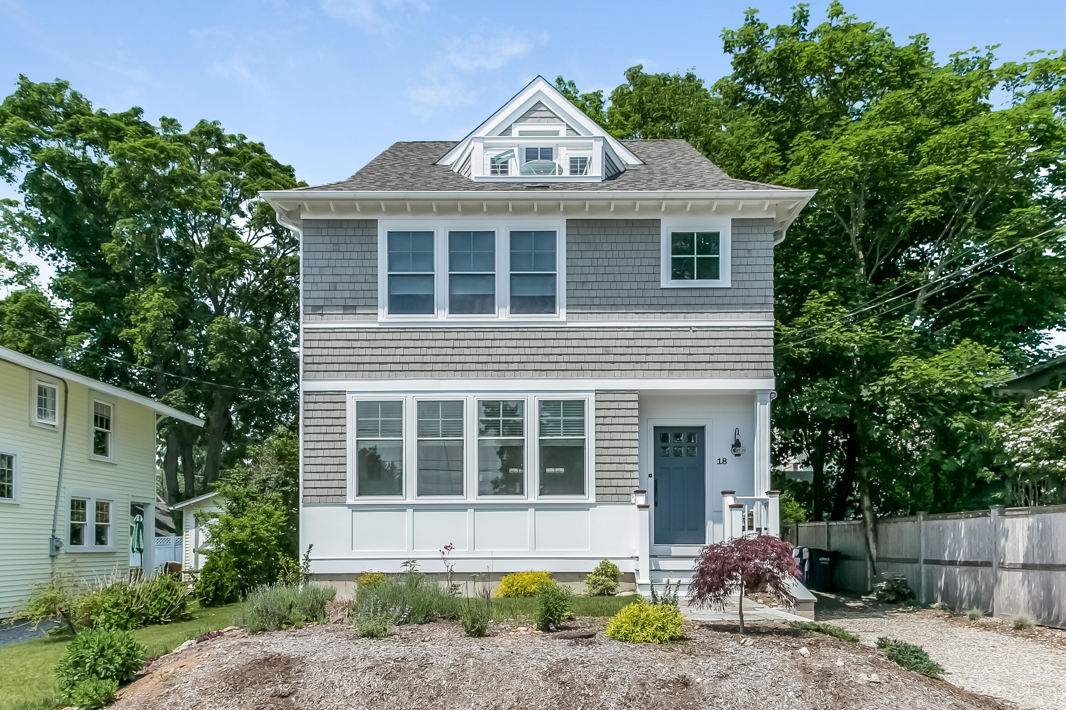 Maison unifamiliale pour l Vente à A Madison Gem! 18 Linden Ln Madison, Connecticut, 06443 États-Unis