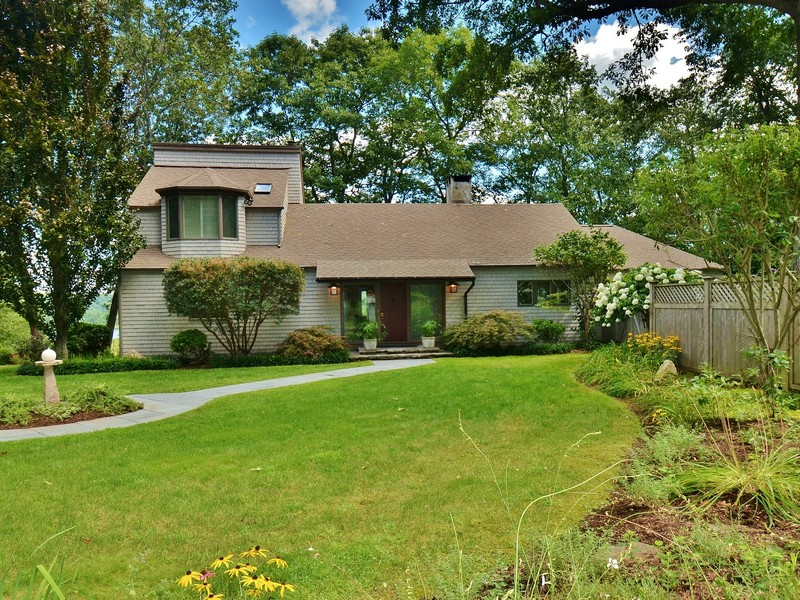 独户住宅 为 销售 在 Phenomenal Views 157 Essex Street Deep River, 康涅狄格州 06417 美国