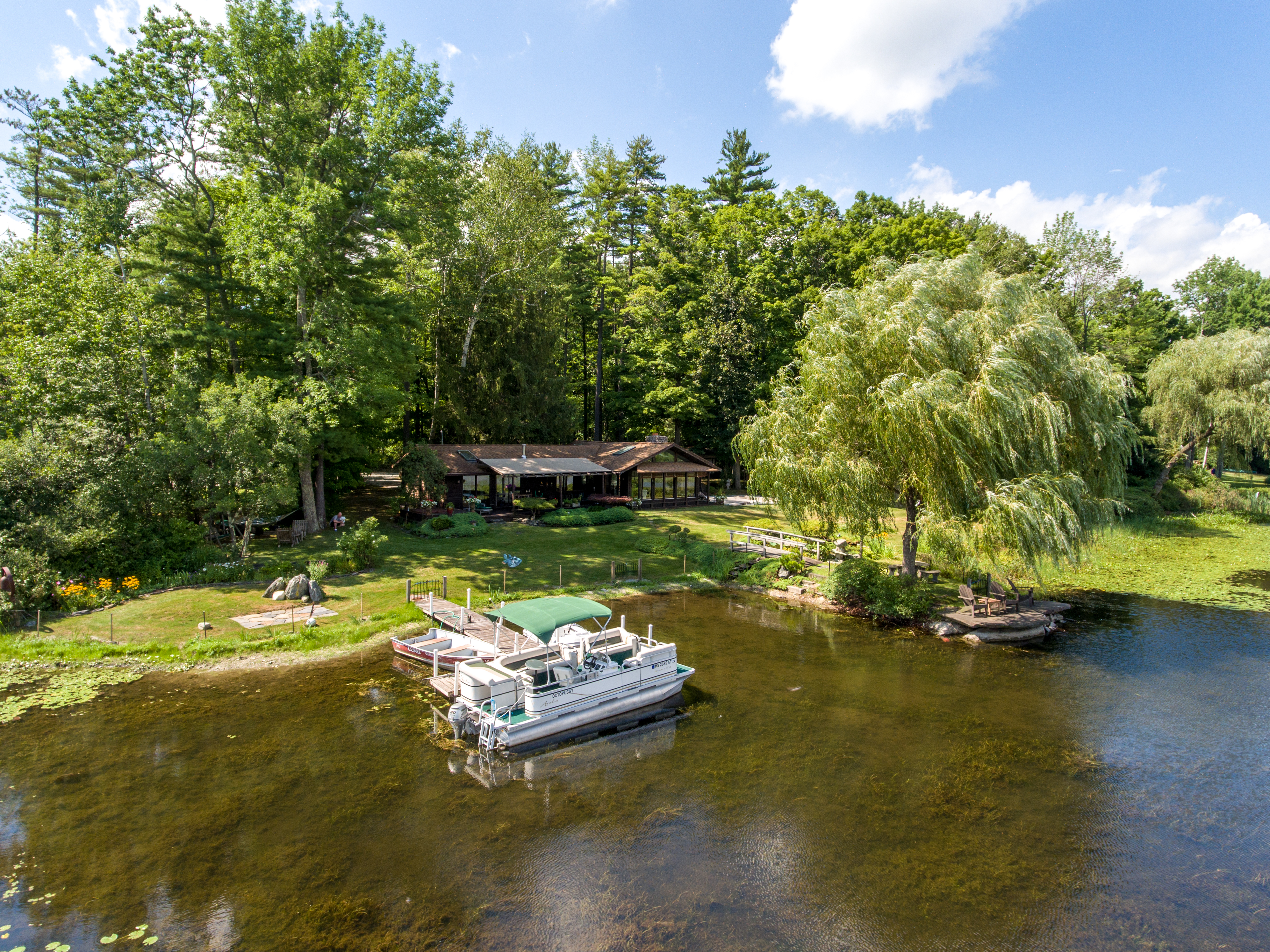 独户住宅 为 销售 在 Lakefront Paradise on Magical Stockbridge Bowl 46 Lake Dr 克布里奇, 马萨诸塞州 01262 美国