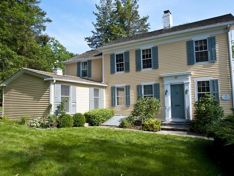 独户住宅 为 销售 在 Extraordinary Opportunity 22 North Main Street Essex, 康涅狄格州 06426 美国