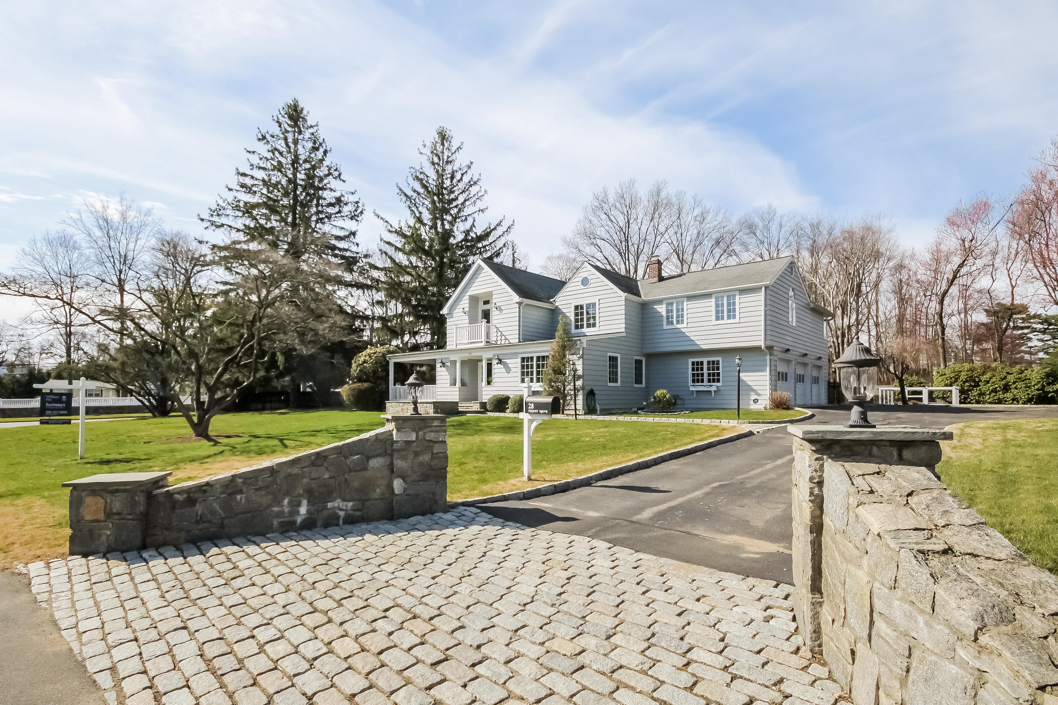 Villa per Vendita alle ore Everything on Your Wish List 28 Pequot Drive Norwalk, Connecticut, 06855 Stati Uniti