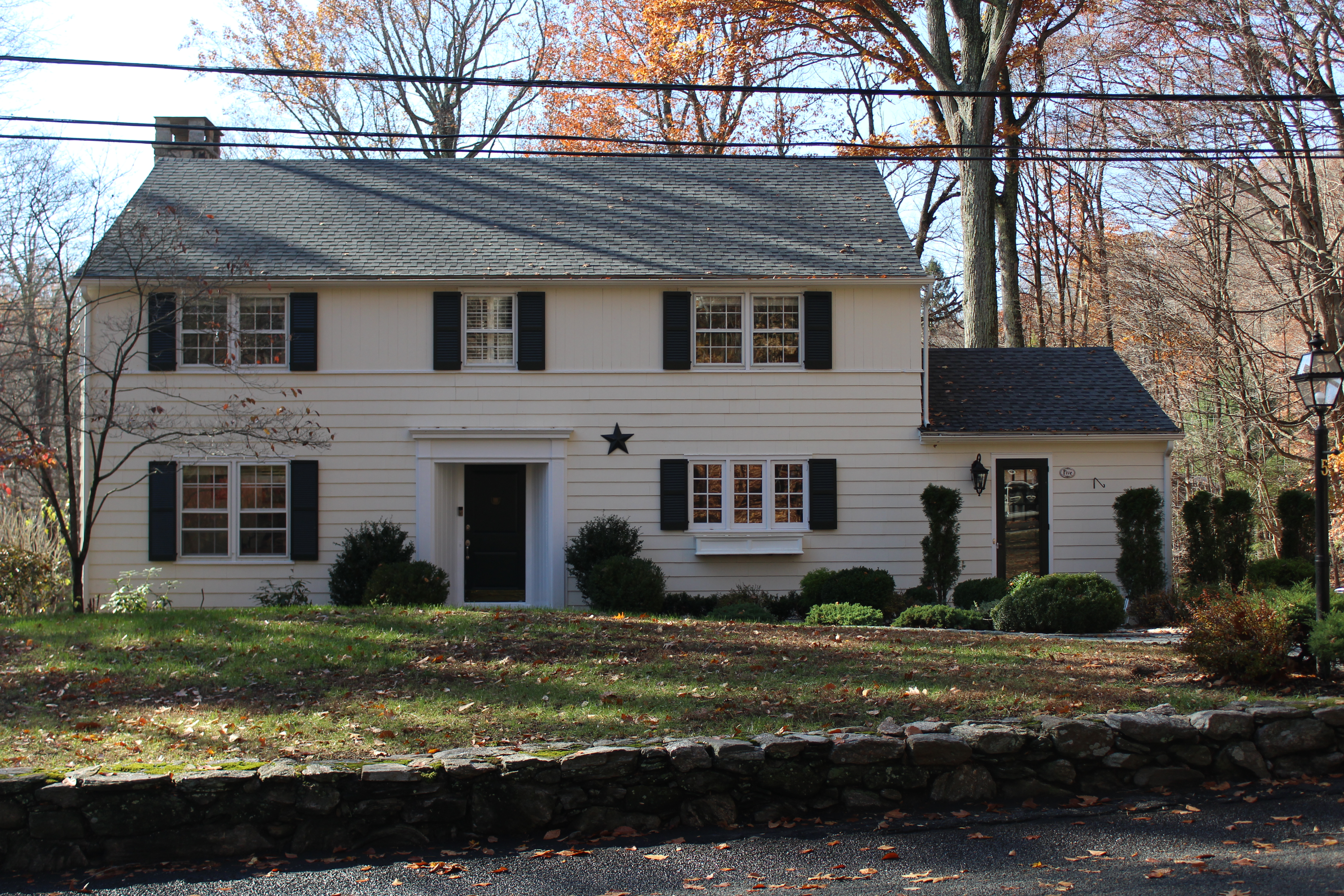 Частный односемейный дом для того Продажа на Button Mill Pond 5 Roaring Brook Road Easton, Коннектикут 06612 Соединенные Штаты