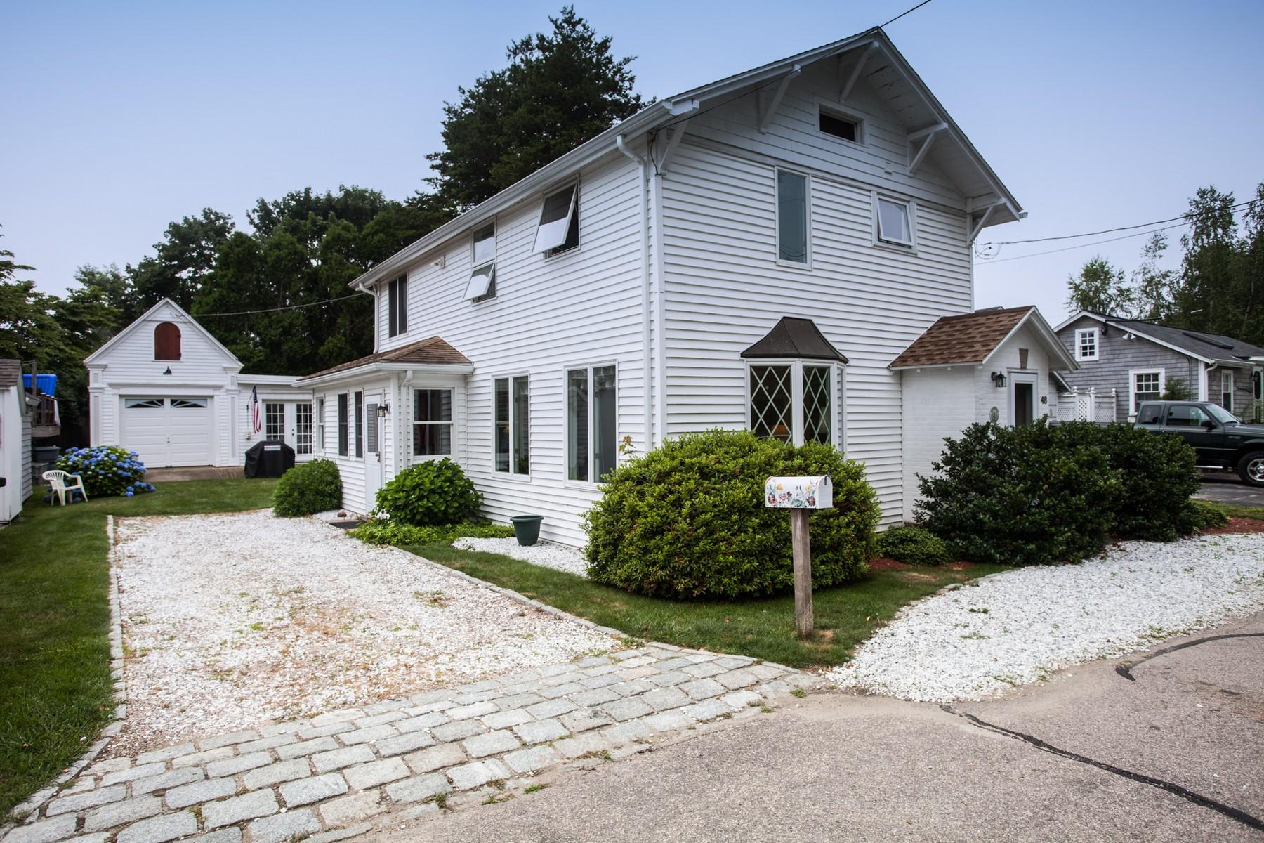 Vivienda unifamiliar por un Venta en Year Round Seashore Neighborhood 48 James Street Stonington, Connecticut, 06378 Estados Unidos