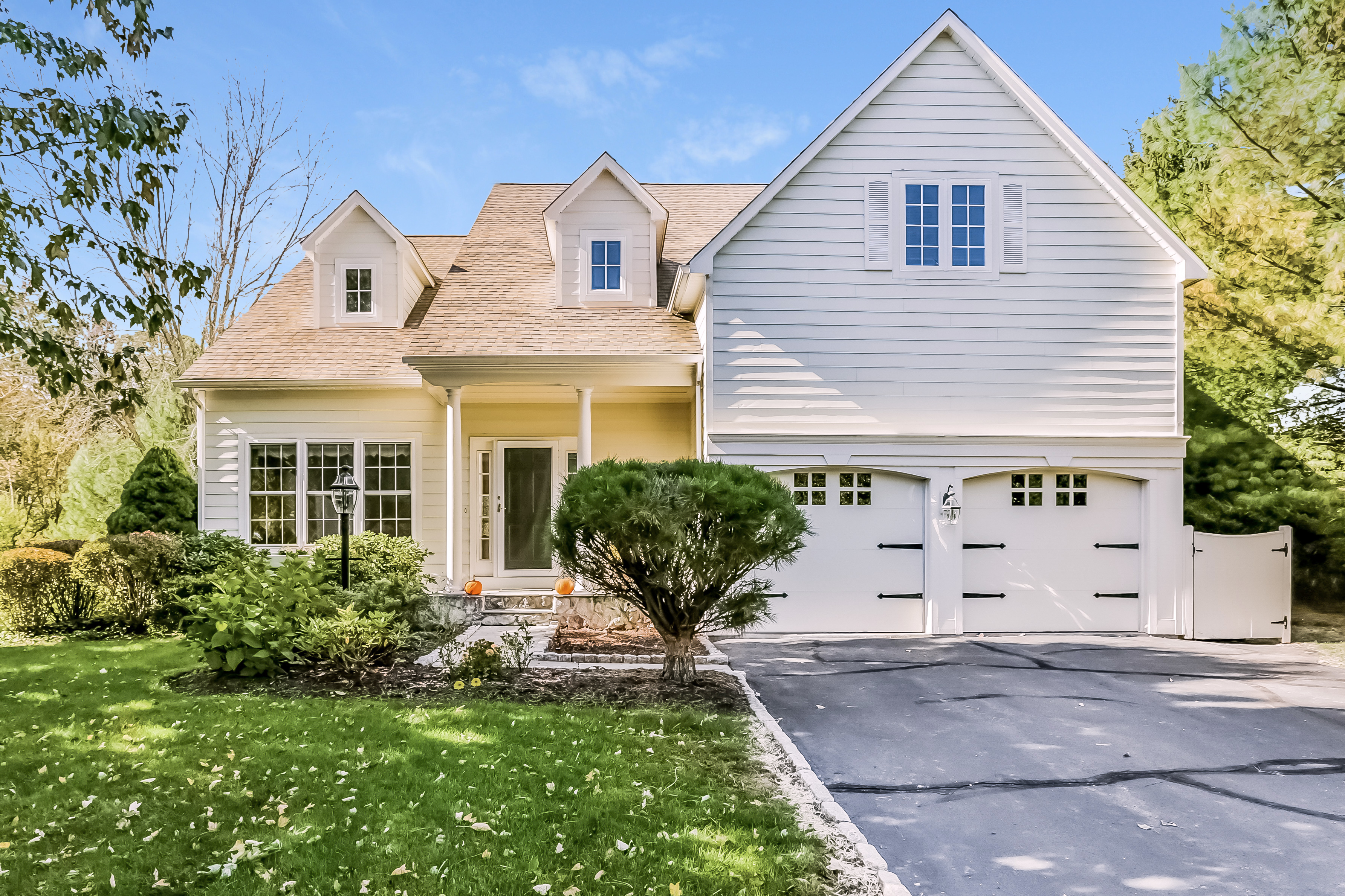 Townhouse for Sale at 1a New Canaan Way 1A New Canaan Way 1 Norwalk, Connecticut, 06850 United States