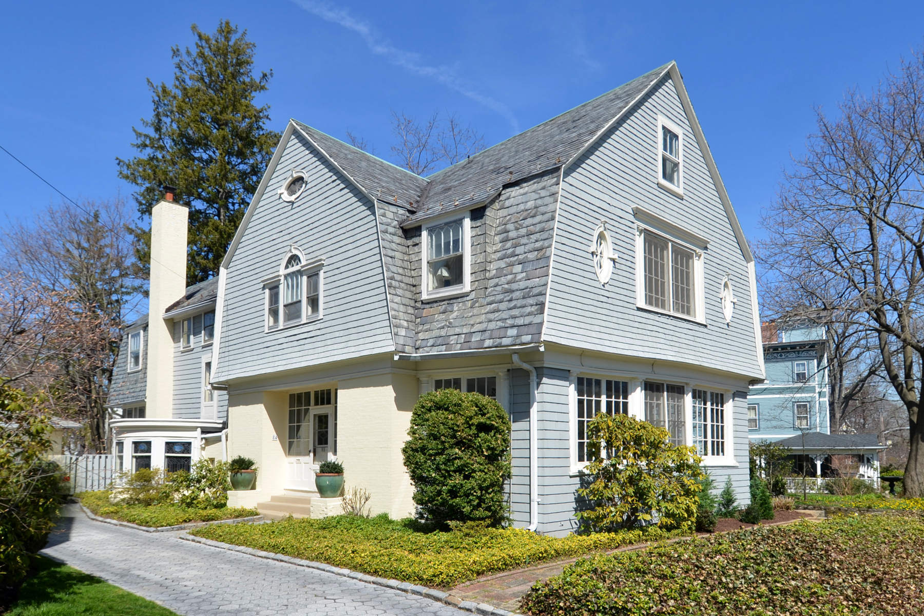 sales property at Celebrated Larchmont Manor Icon