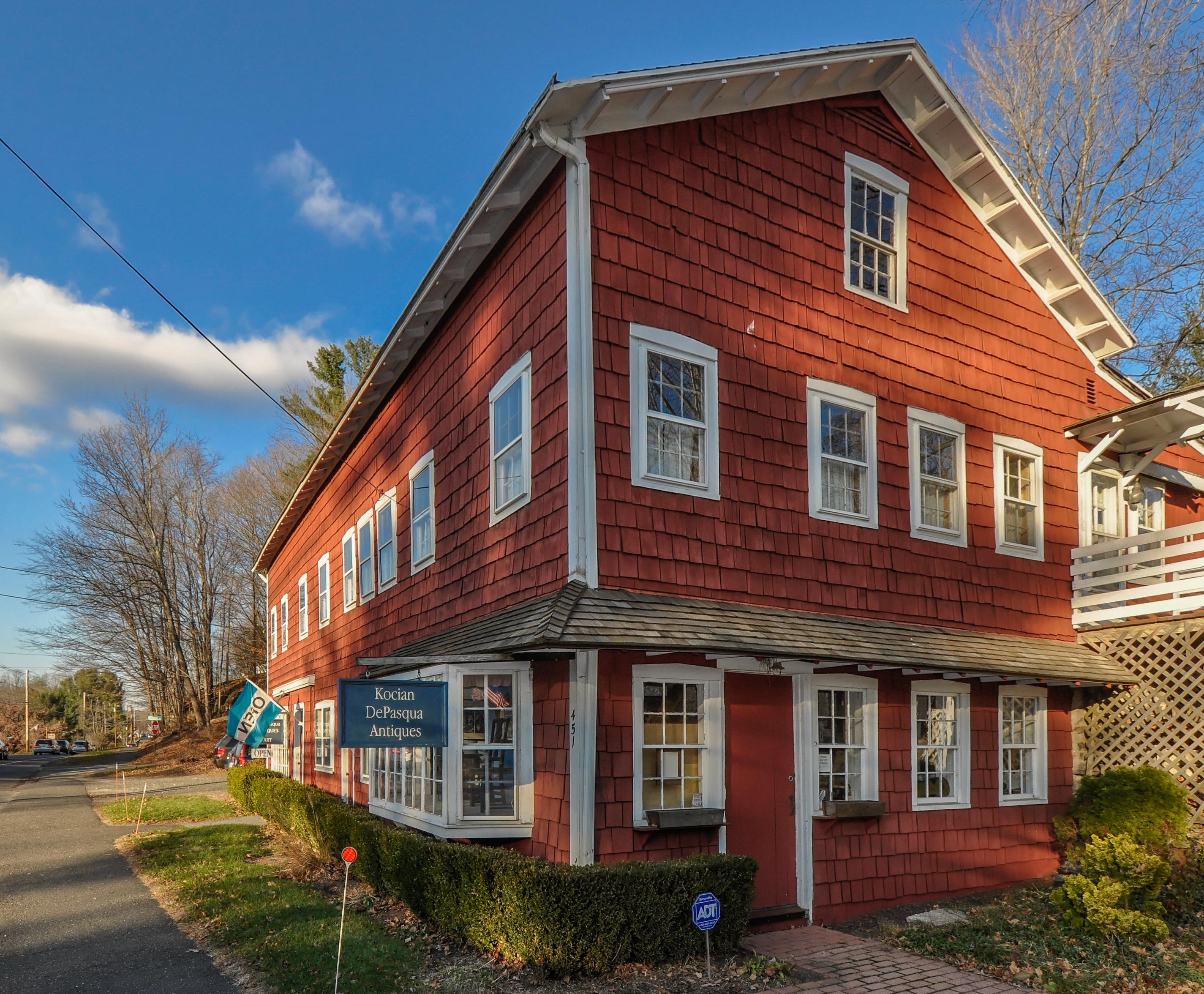 Casa Multifamiliar por un Venta en Live and Work in Woodbury 451 Main St Woodbury, Connecticut, 06798 Estados Unidos