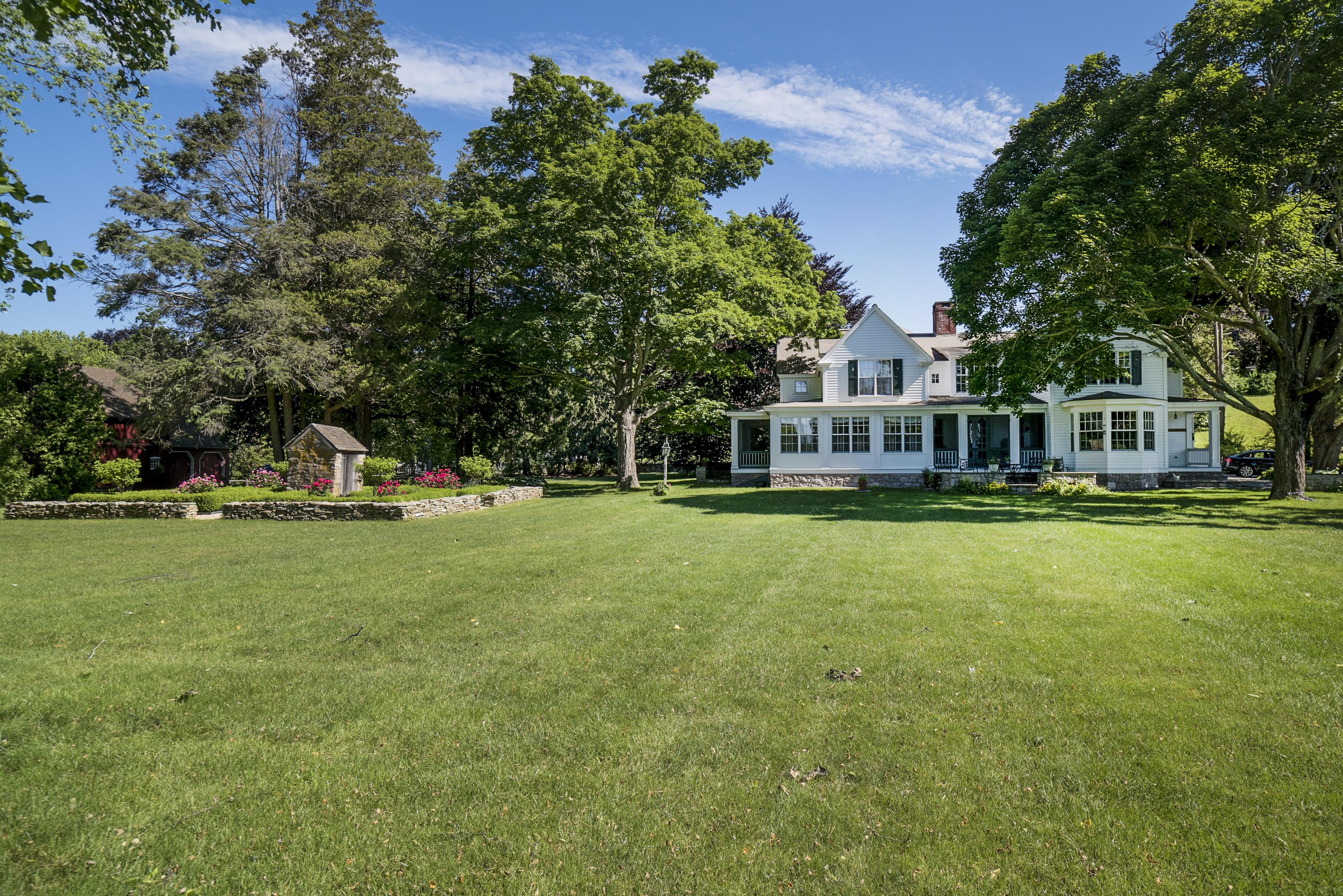 Maison unifamiliale pour l Vente à 100 Liberty Street Madison, Connecticut 06443 États-Unis