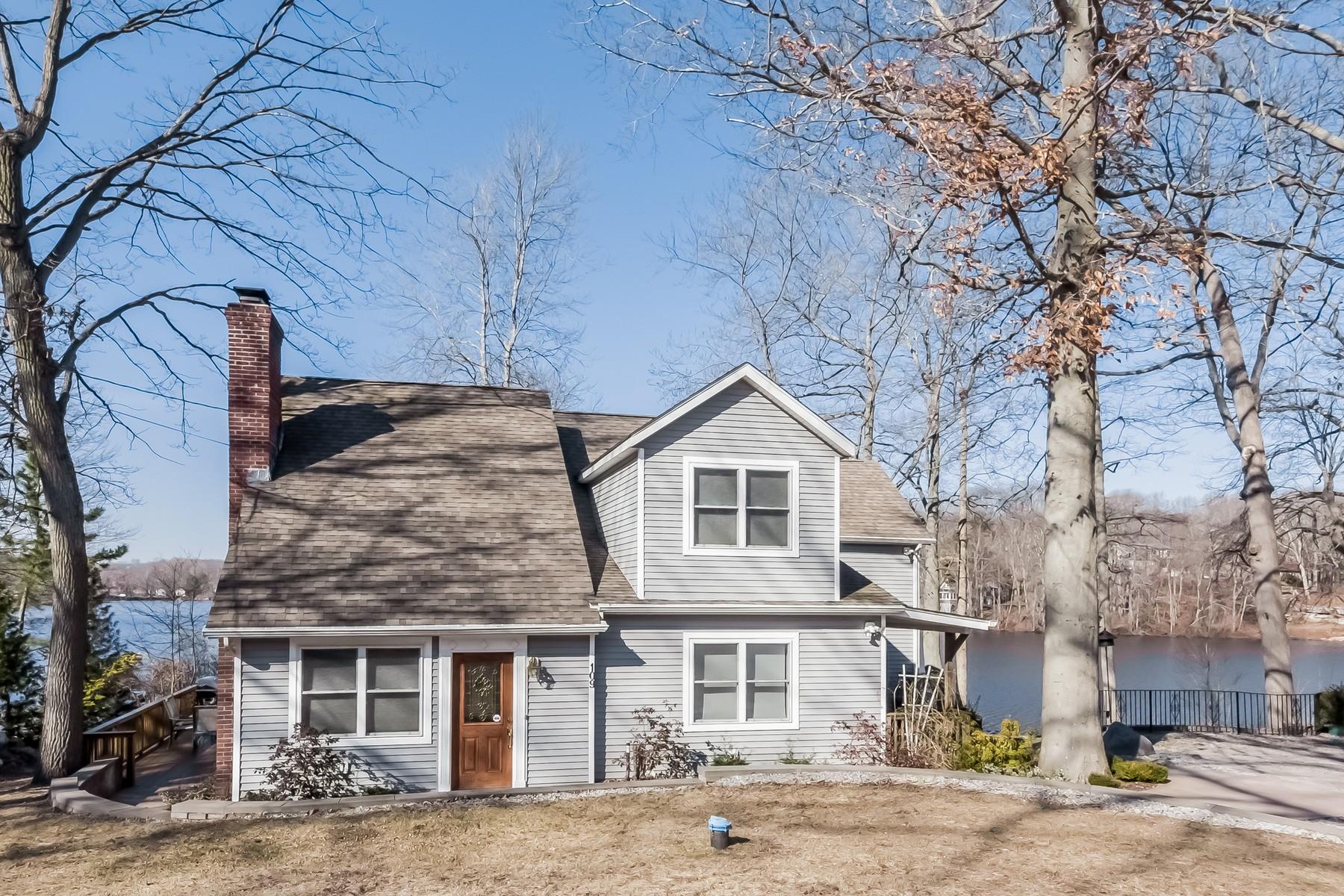 独户住宅 为 销售 在 Direct Waterfront Contemporary 109 East Shore Dr 哈达姆, 康涅狄格州, 06441 美国