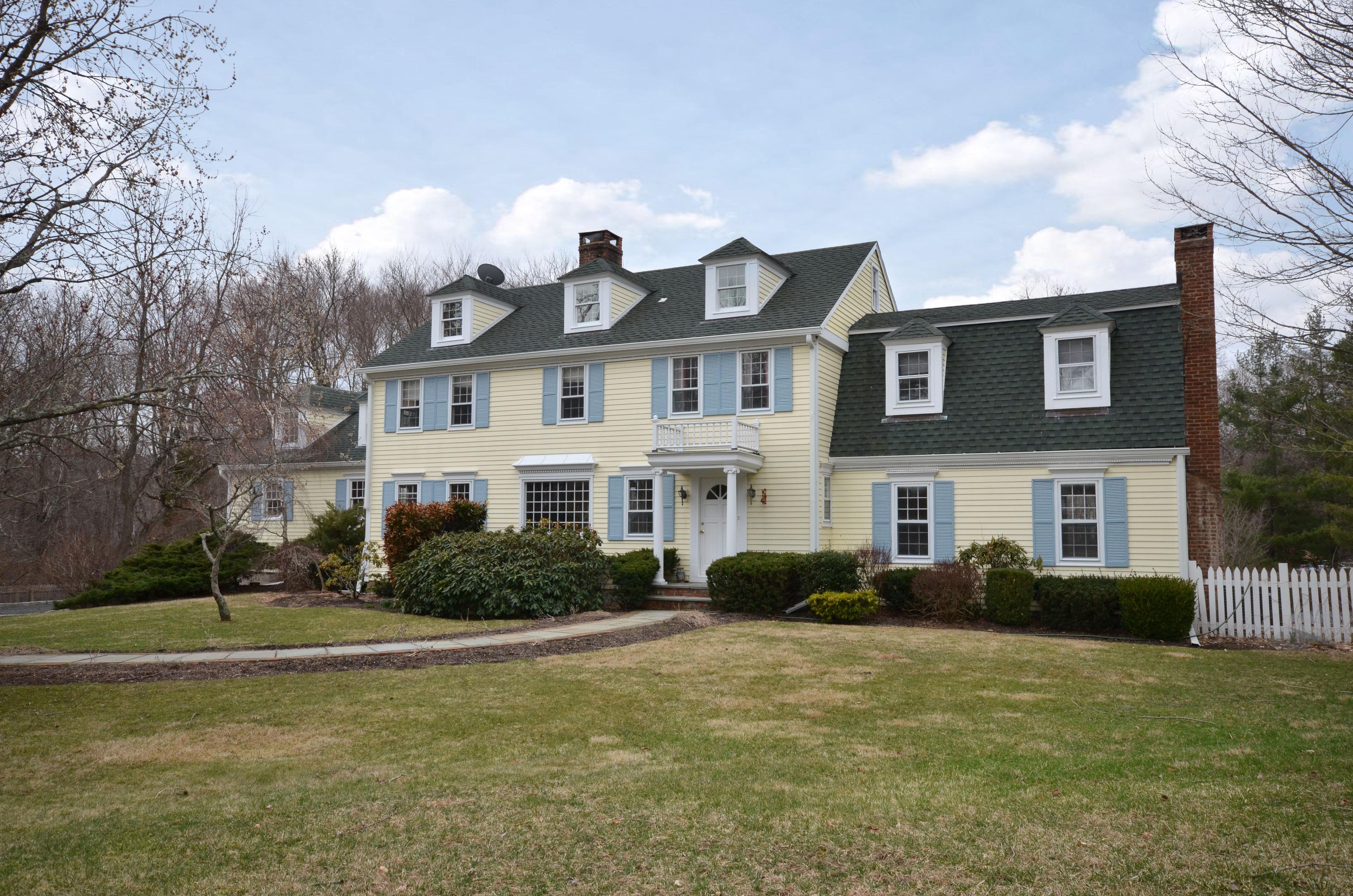 一戸建て のために 売買 アット Classic 5 Bedroom Colonial 701 Ridgefield Road Wilton, コネチカット 06897 アメリカ合衆国
