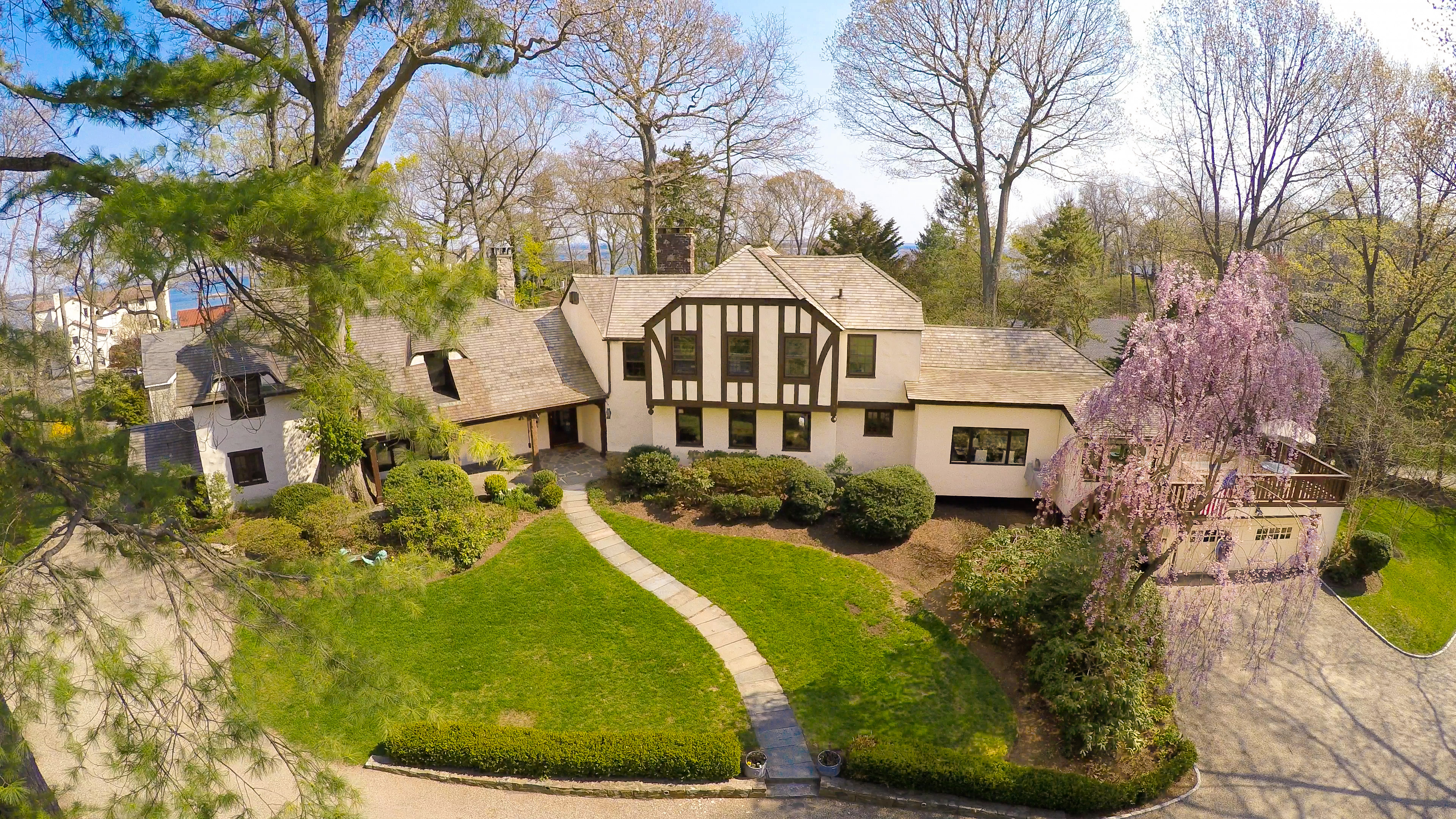 Casa Unifamiliar por un Venta en Fairfield County's Best Kept Secret... 17 Shagbark Road Norwalk, Connecticut, 06854 Estados Unidos