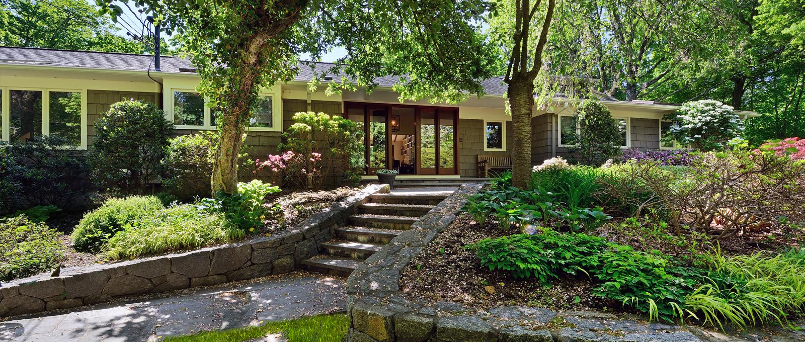 Nhà ở một gia đình vì Bán tại 42 Winfield Avenue Harrison, New York 10528 Hoa Kỳ