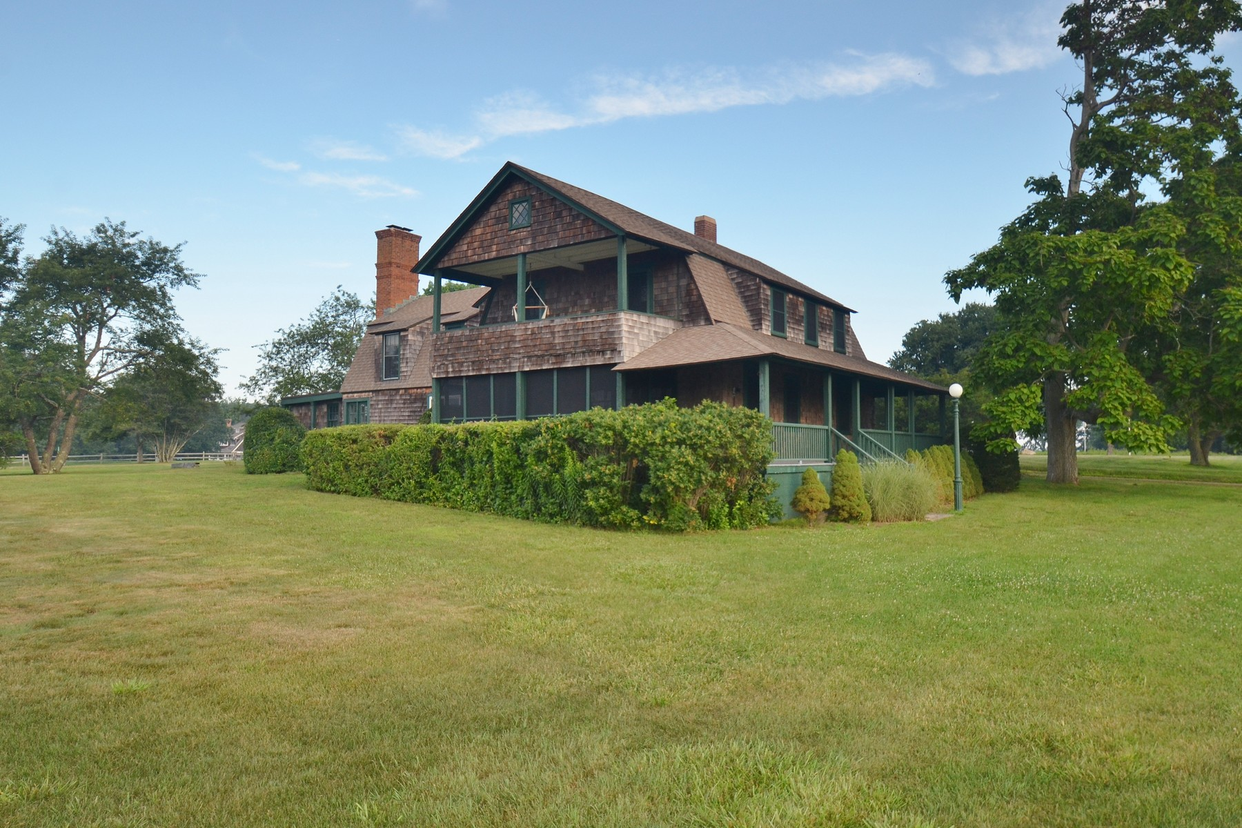 Casa Unifamiliar por un Venta en Historic Fenwick Cottage 10 Sequin Ave Old Saybrook, Connecticut 06475 Estados Unidos